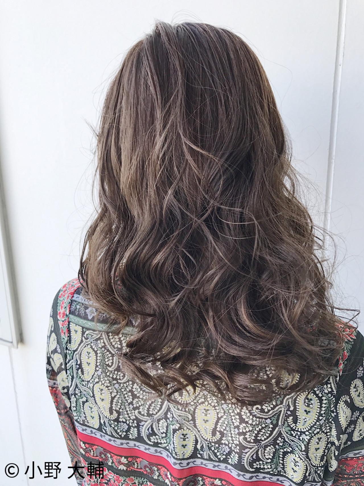冬 ハイライト グレージュ アッシュ ヘアスタイルや髪型の写真・画像 | 小野 大輔 / OHIA  for plumeria