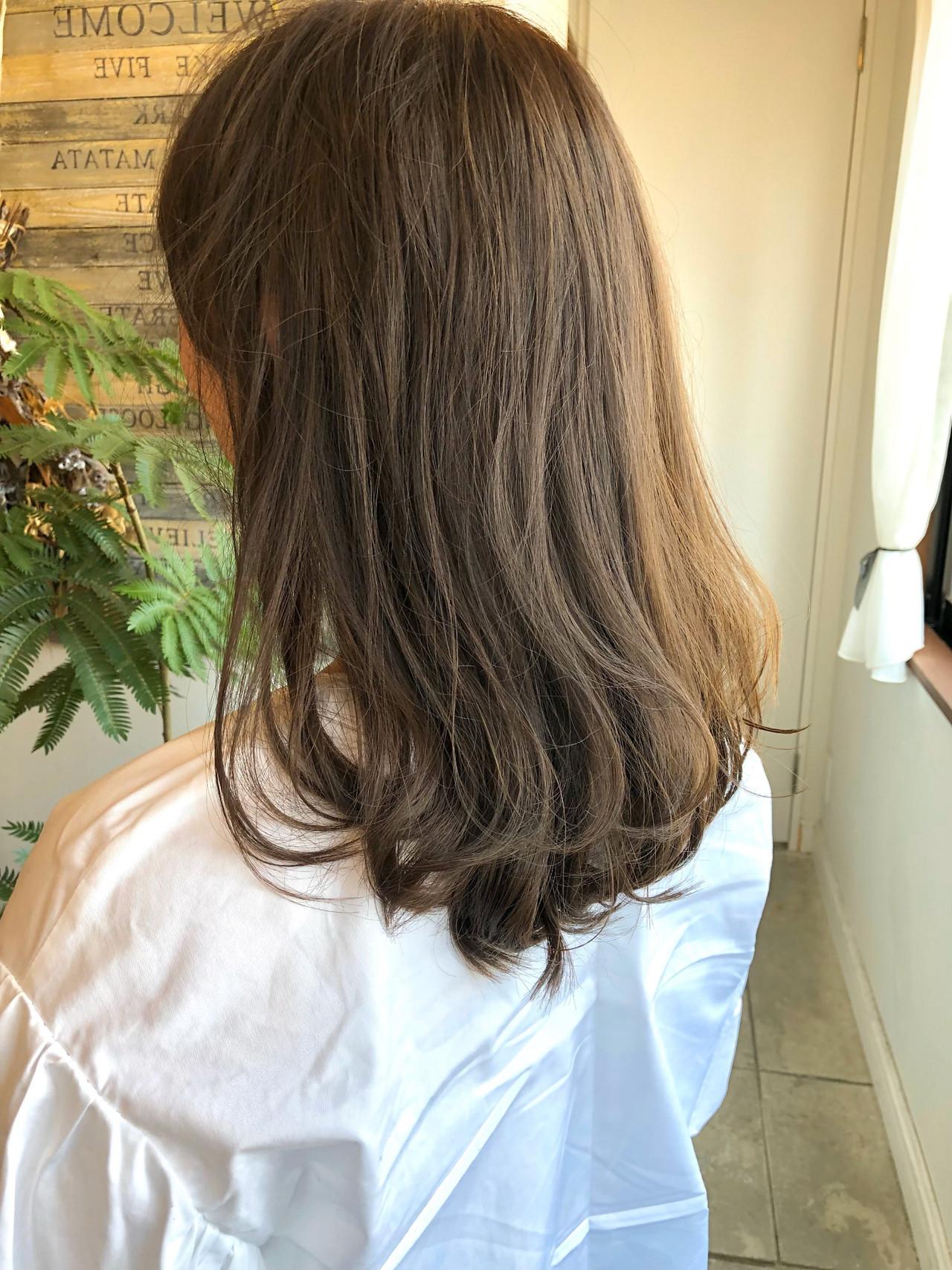 ミルクティーベージュ 切りっぱなしボブ ショートヘア 地毛風カラーヘアスタイルや髪型の写真・画像