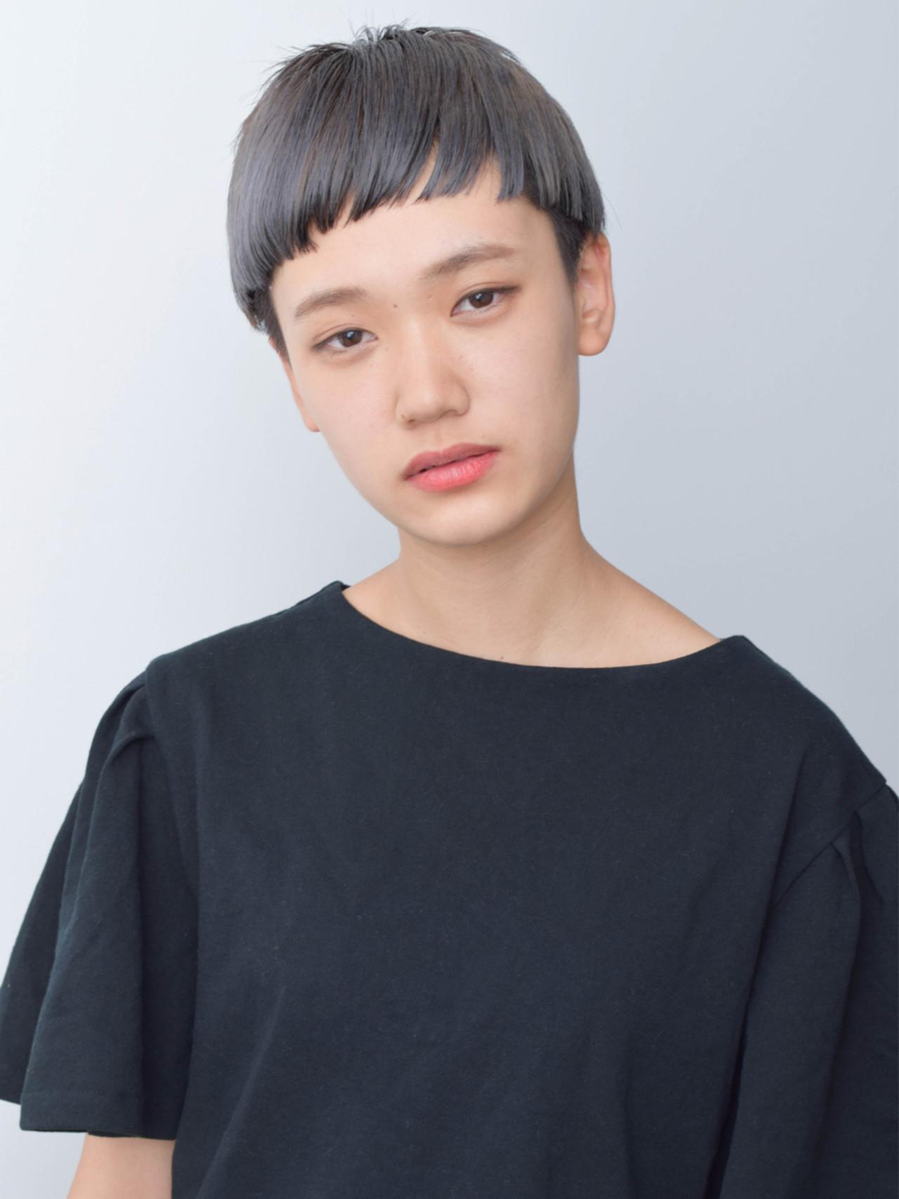 アッシュ ハイトーン モード ショートヘアスタイルや髪型の写真・画像