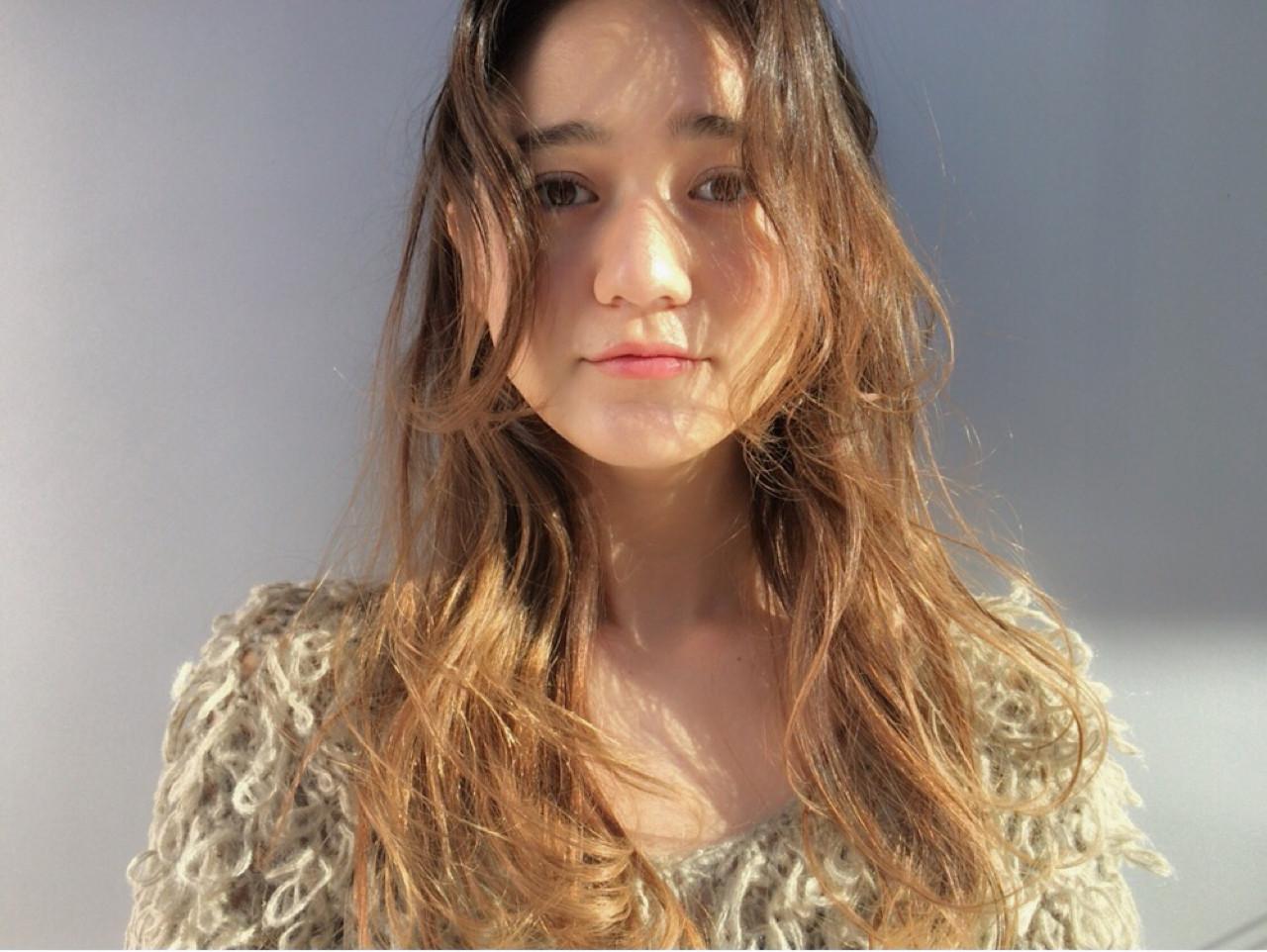 アッシュ パーマ ハイライト ナチュラルヘアスタイルや髪型の写真・画像