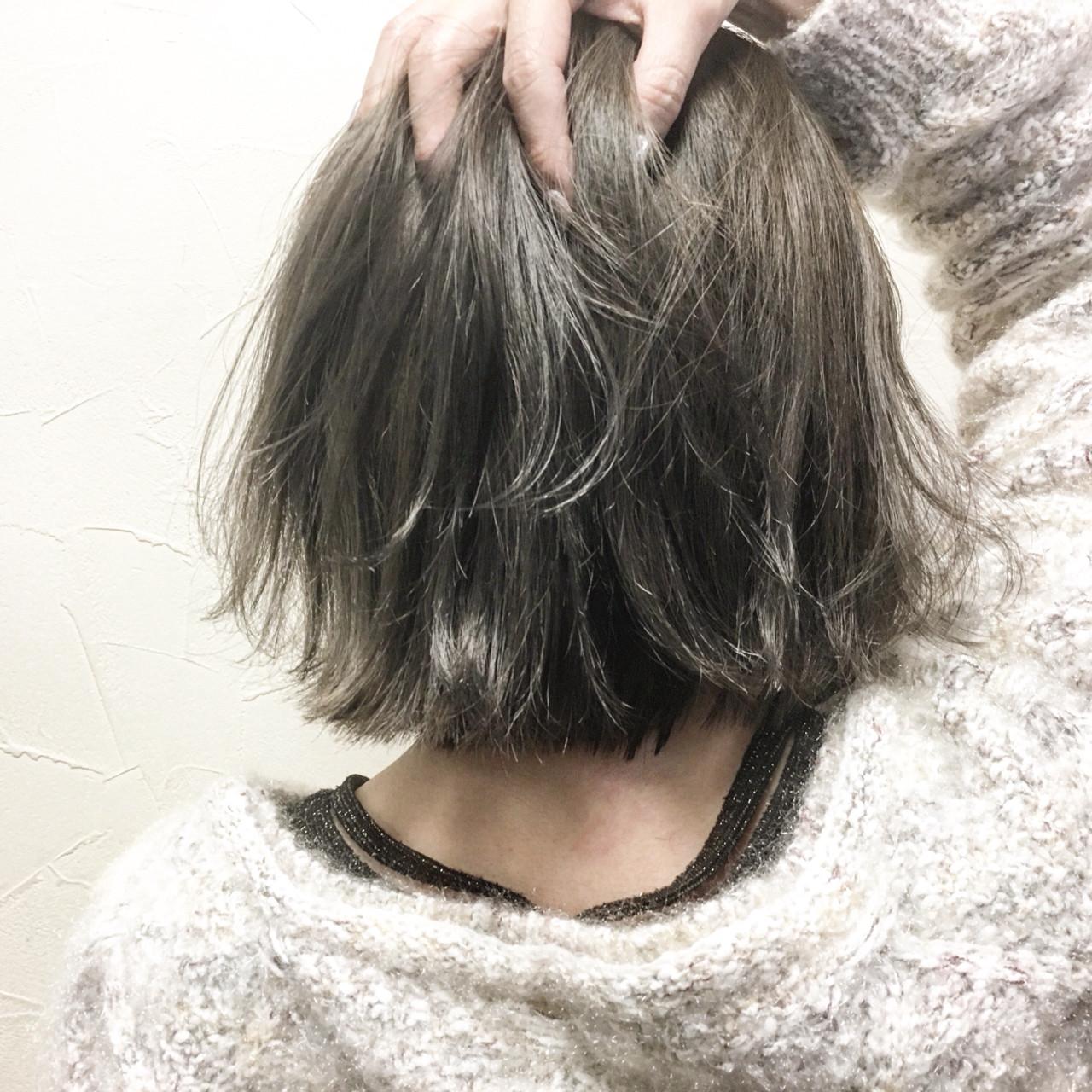 ナチュラル 色気 外ハネ アッシュベージュヘアスタイルや髪型の写真・画像