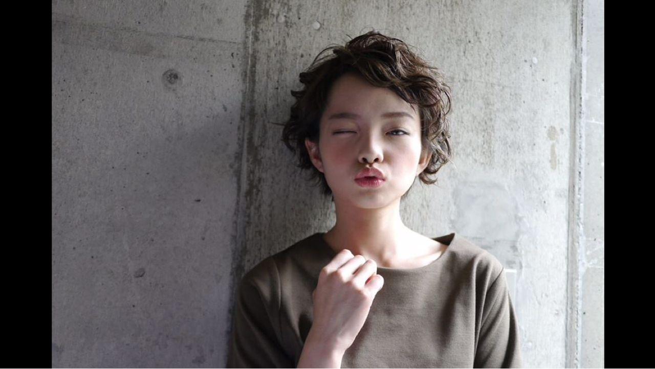 ショート ガーリー 暗髪ヘアスタイルや髪型の写真・画像