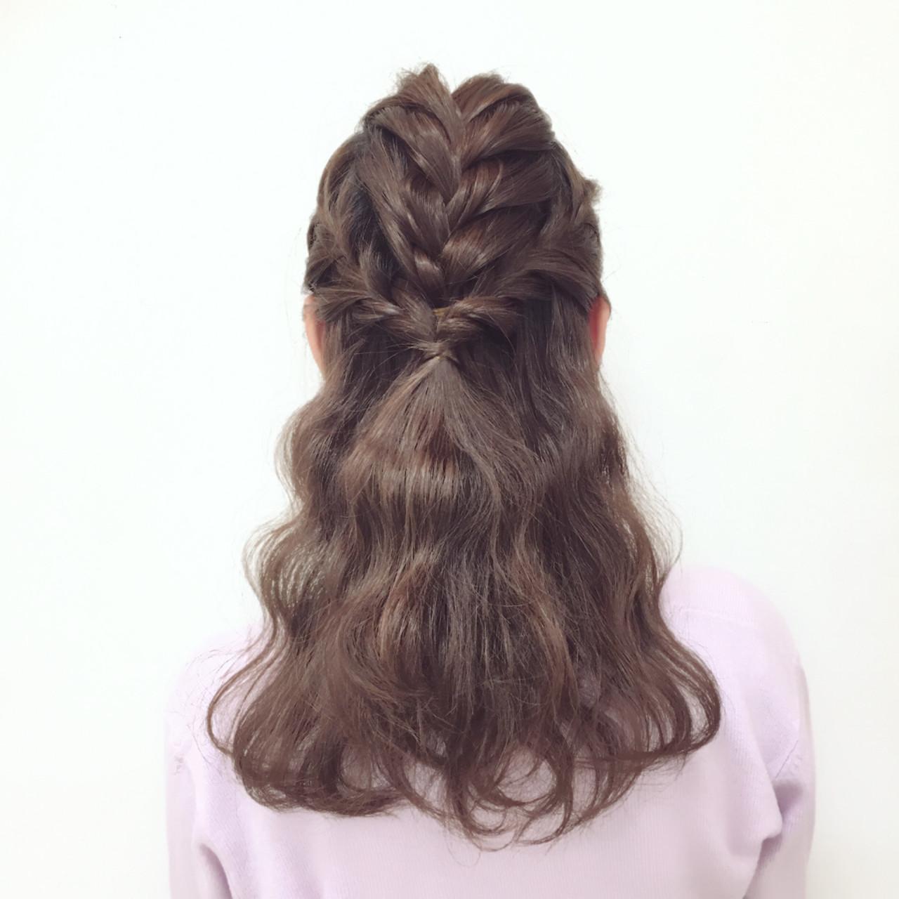 フェミニン ヘアアレンジ ミディアム ハーフアップ ヘアスタイルや髪型の写真・画像