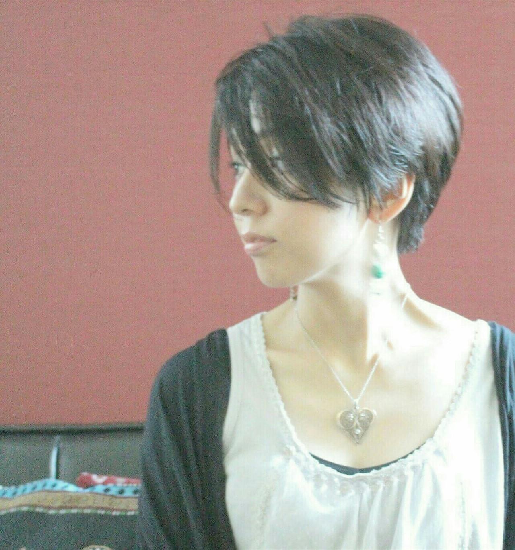 抜け感 ショート 大人女子 こなれ感 ヘアスタイルや髪型の写真・画像   Seiichirou Ueda / atelier luretta. Ink blue hair color