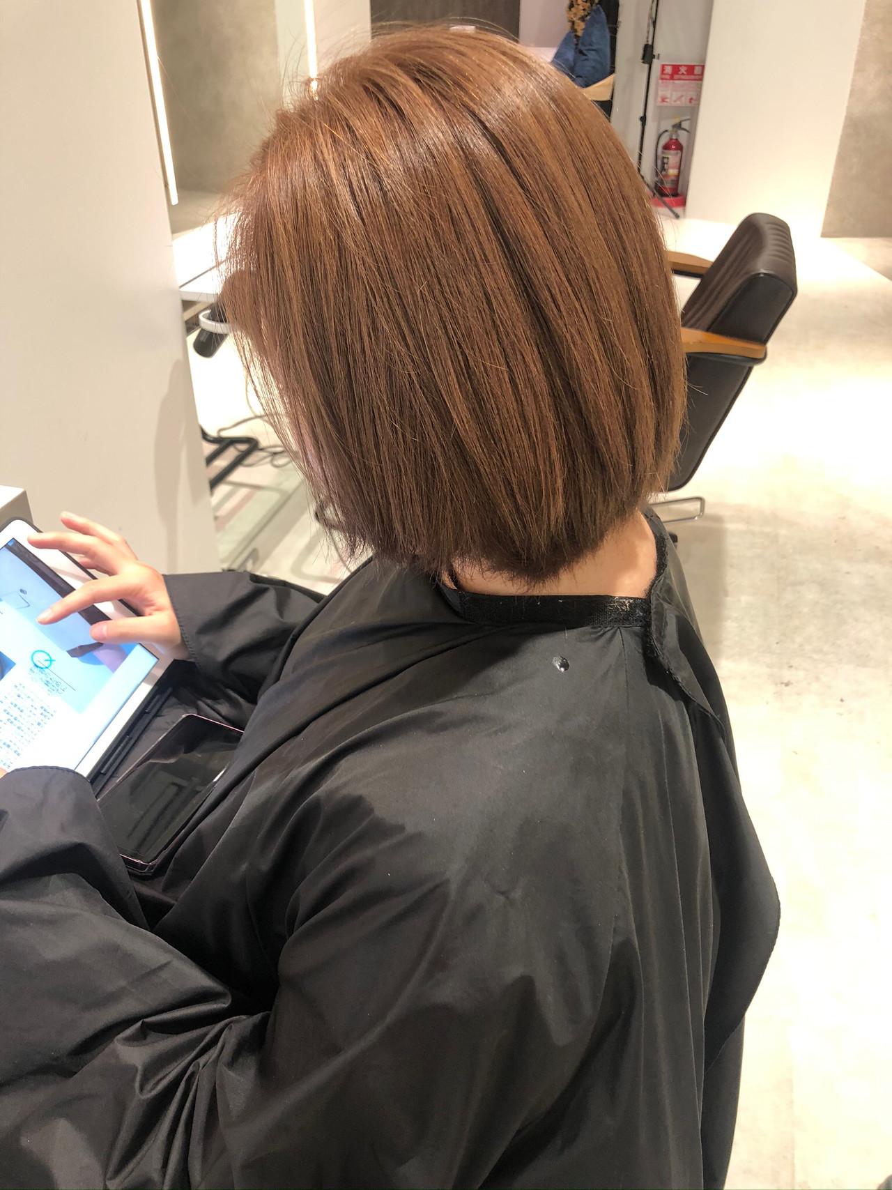 ナチュラル ショート ミルクティーベージュ ブラウンベージュヘアスタイルや髪型の写真・画像