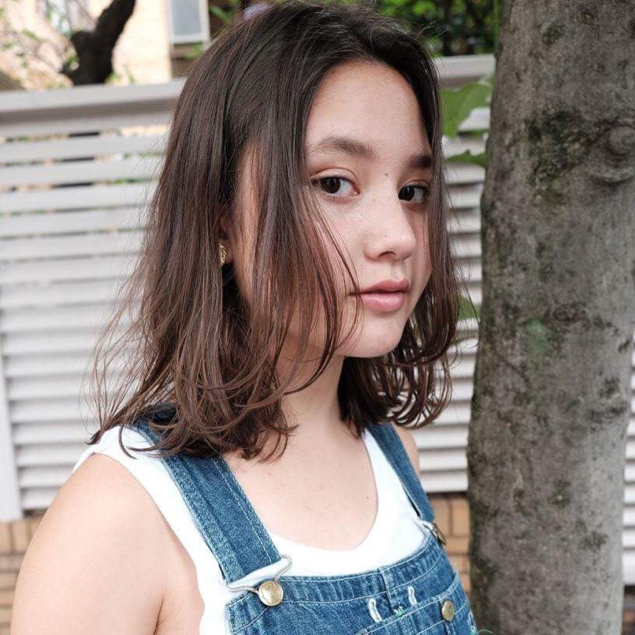外国人風 ハイライト ナチュラル ミディアムヘアスタイルや髪型の写真・画像
