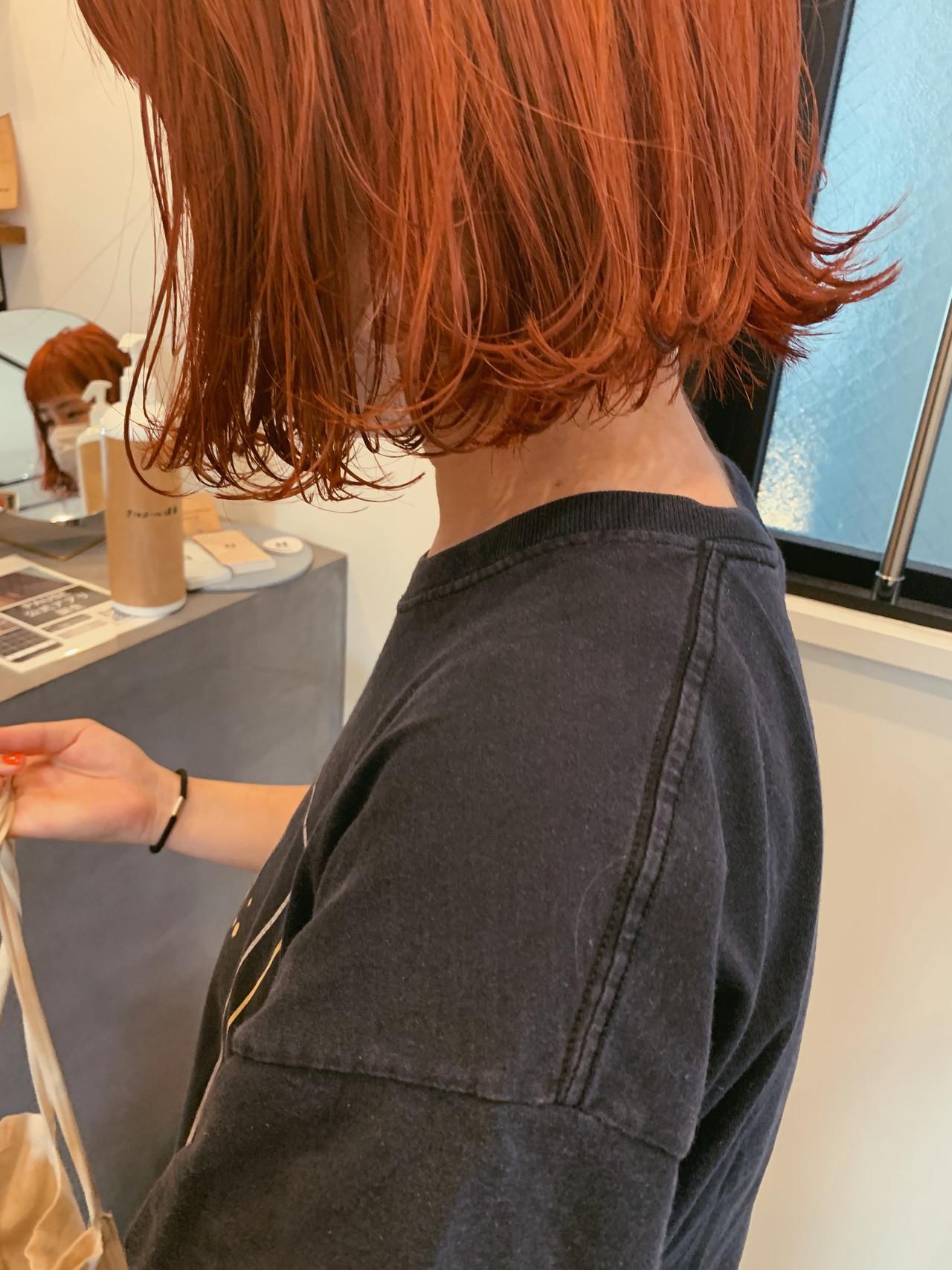 外ハネボブ 切りっぱなしボブ ダブルカラー オレンジヘアスタイルや髪型の写真・画像