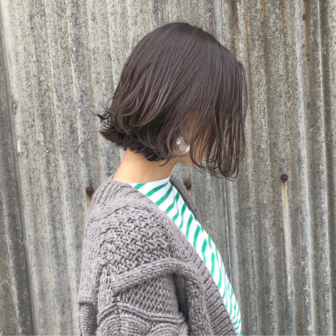 カーキアッシュ オリーブアッシュ 切りっぱなし ナチュラル ヘアスタイルや髪型の写真・画像 | 藤田成美 / bado