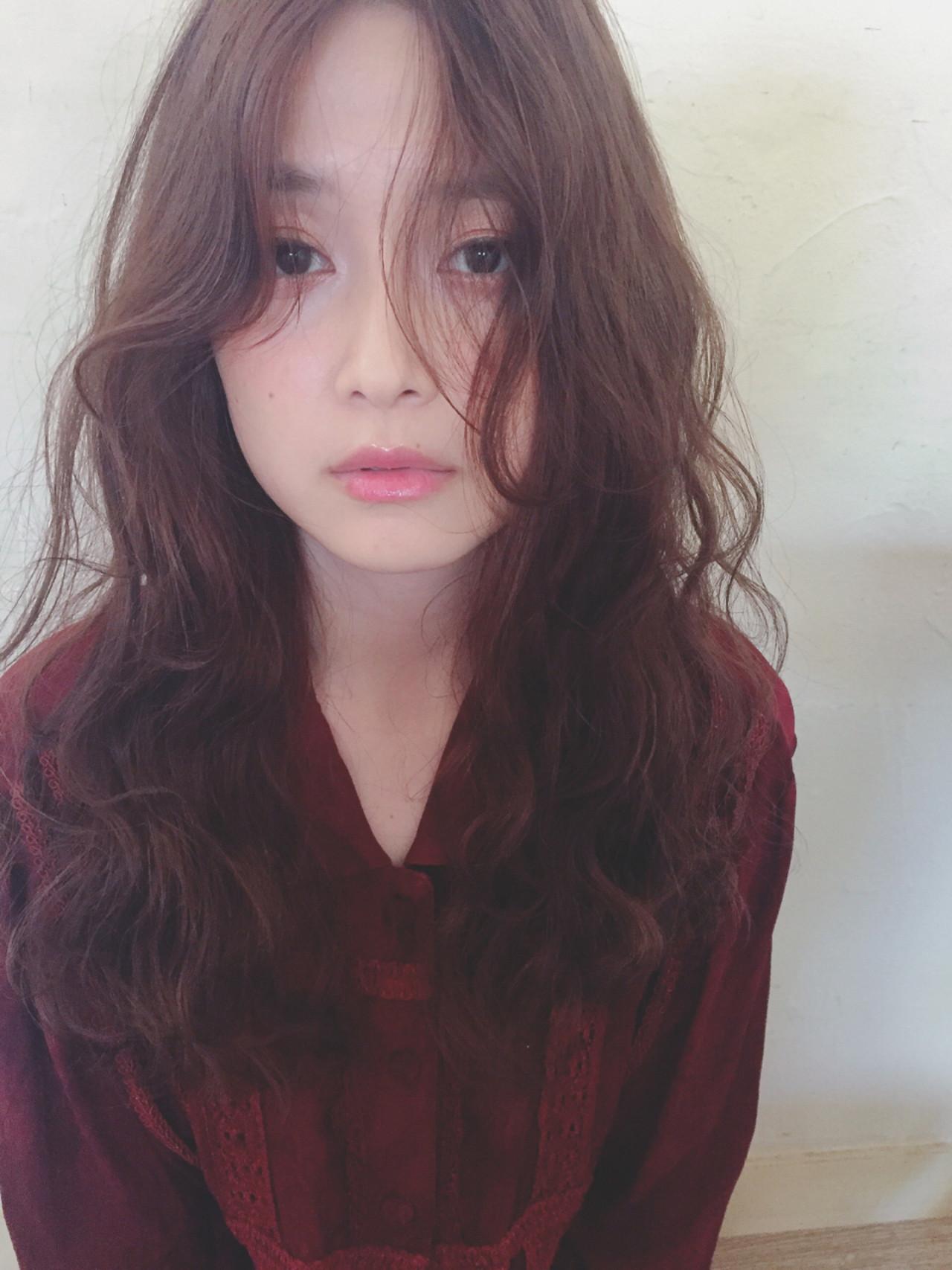 女子会 ロング ウェーブ アンニュイ ヘアスタイルや髪型の写真・画像 | Mirai / enntaku