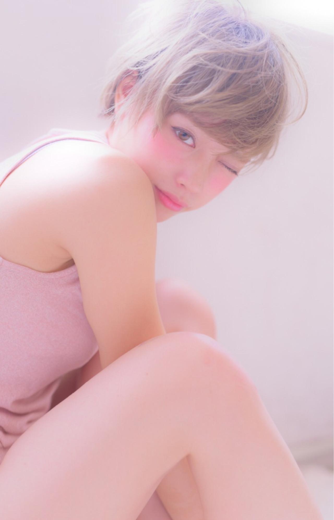 ショート フェミニン グレージュ イルミナカラー ヘアスタイルや髪型の写真・画像 | 山口裕二 / embellir