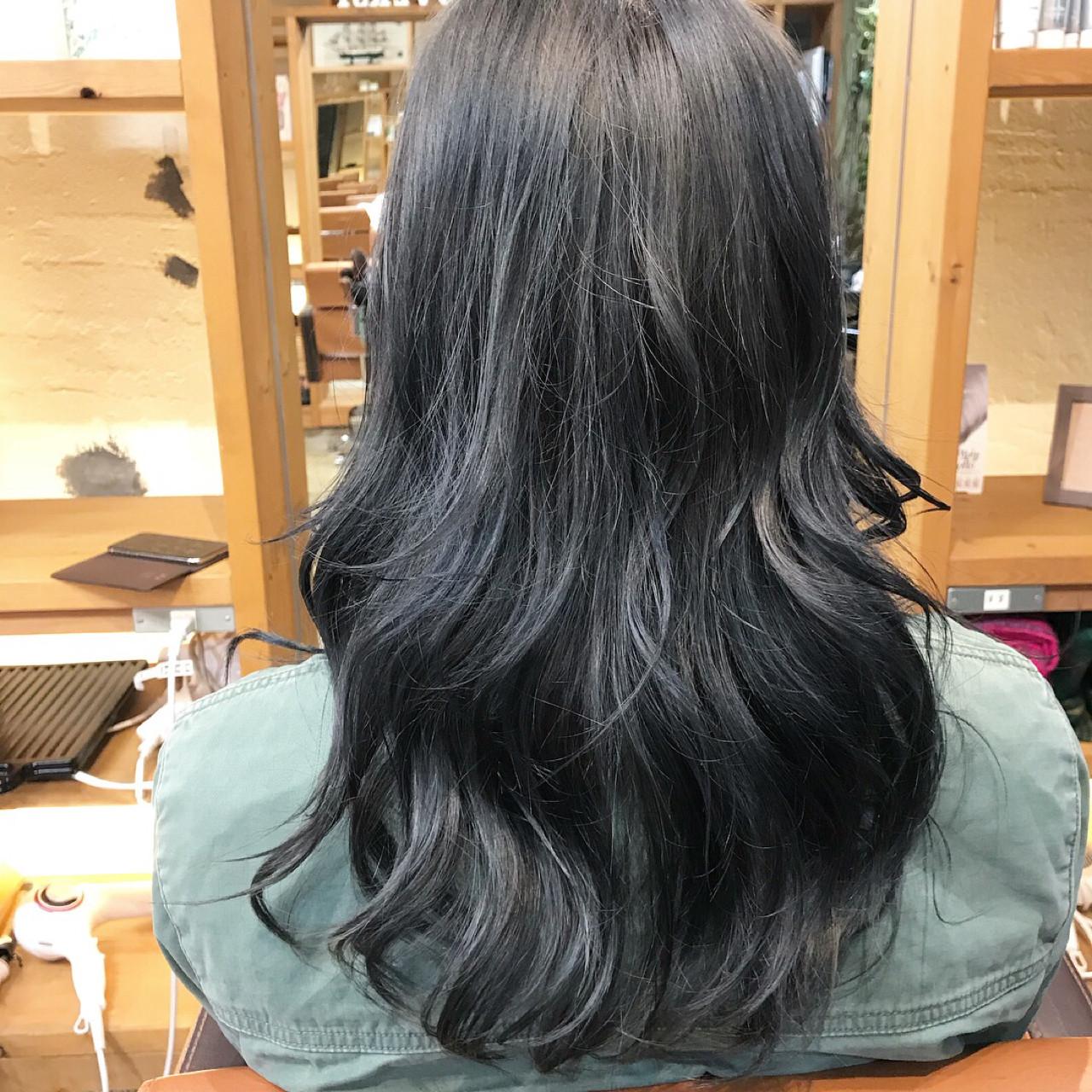 セミロング ブルージュ グラデーションカラー ストリート ヘアスタイルや髪型の写真・画像 | 谷川 健太 / ROVERSI