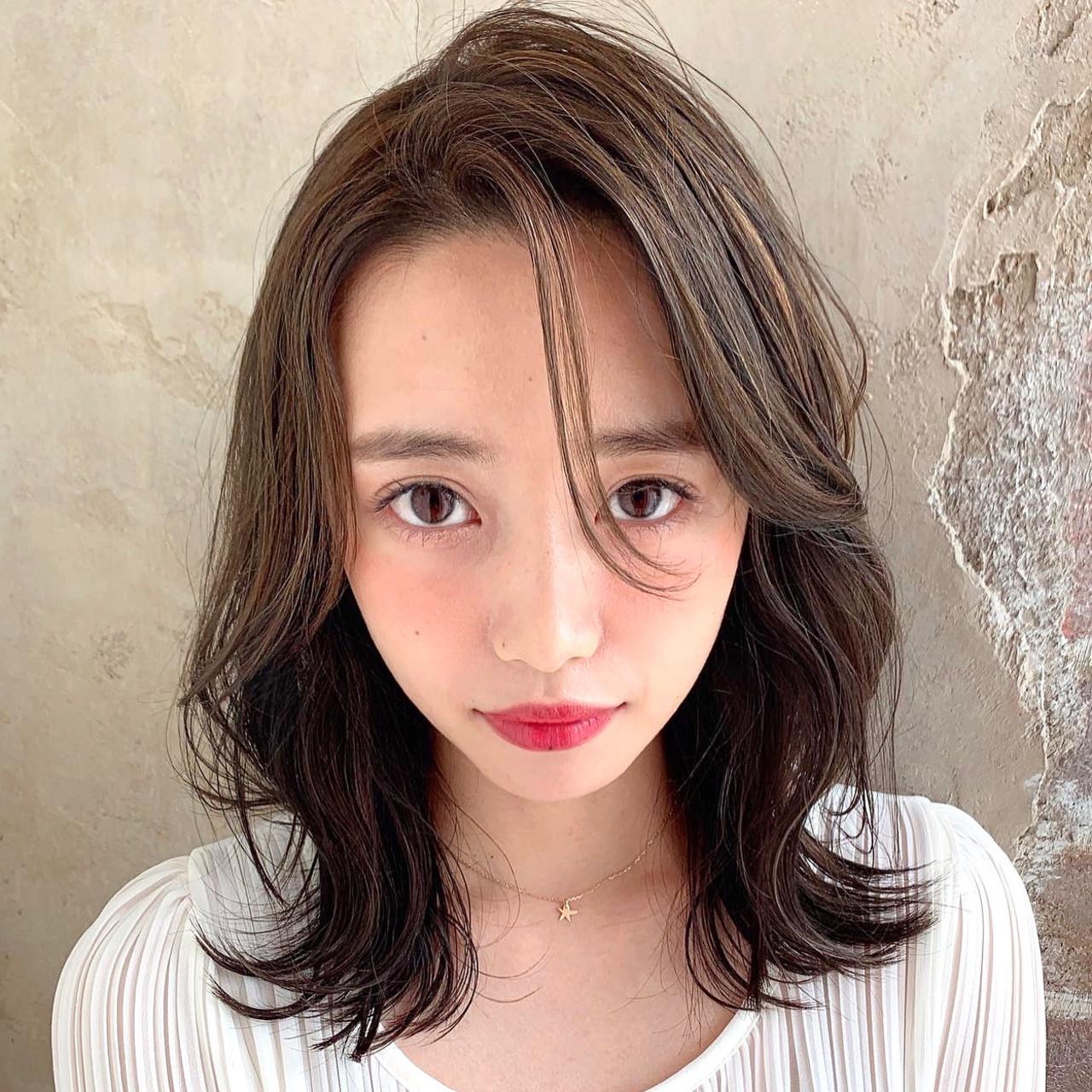 色気 レイヤー エレガント 前髪なし ヘアスタイルや髪型の写真・画像
