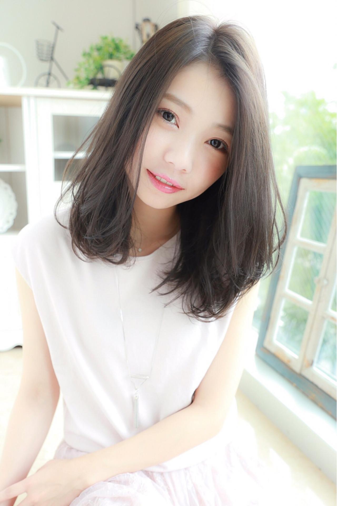 大人かわいい ゆるふわ アッシュ 透明感 ヘアスタイルや髪型の写真・画像   Rina Otani /
