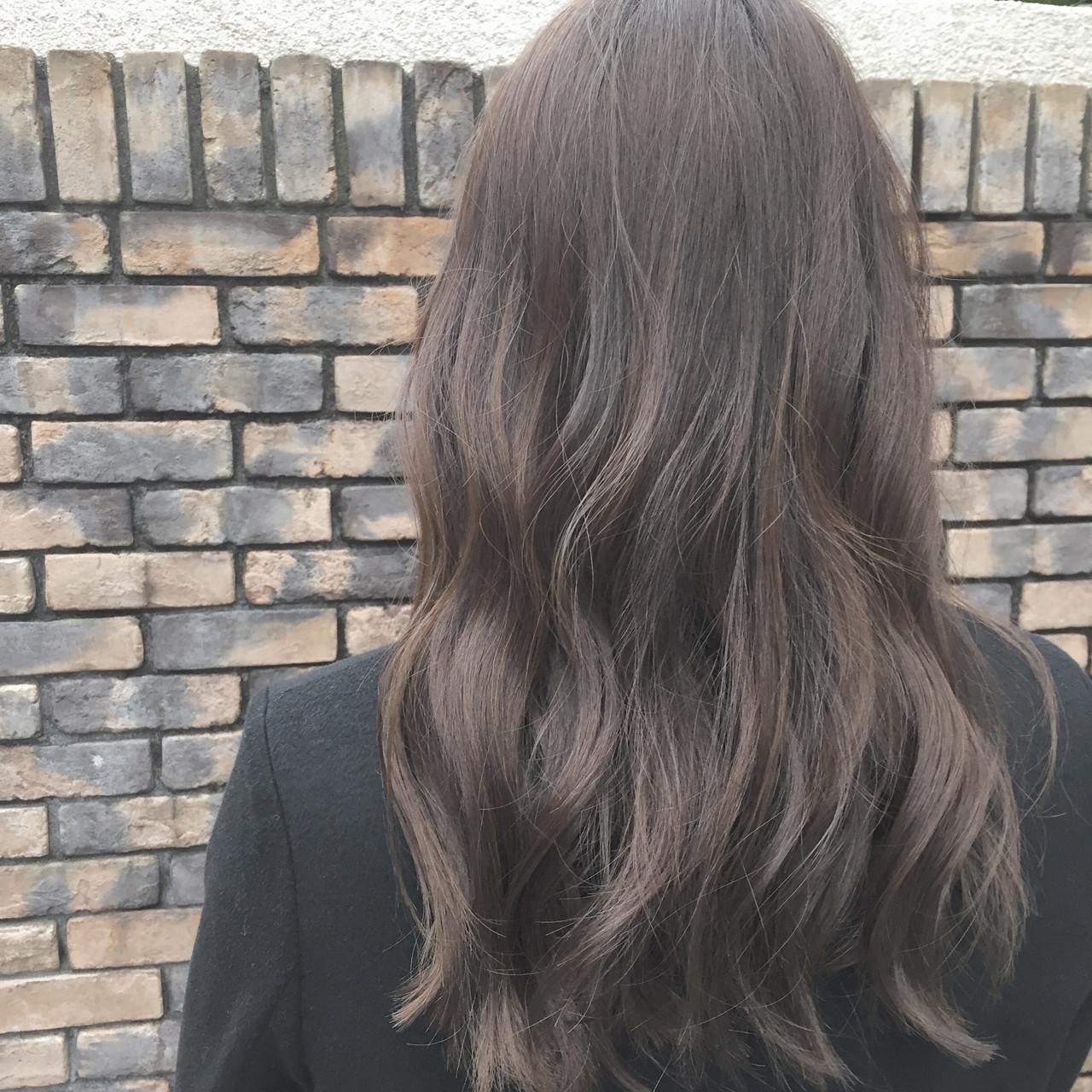 ナチュラル セミロング ミルクティー ハイトーンヘアスタイルや髪型の写真・画像