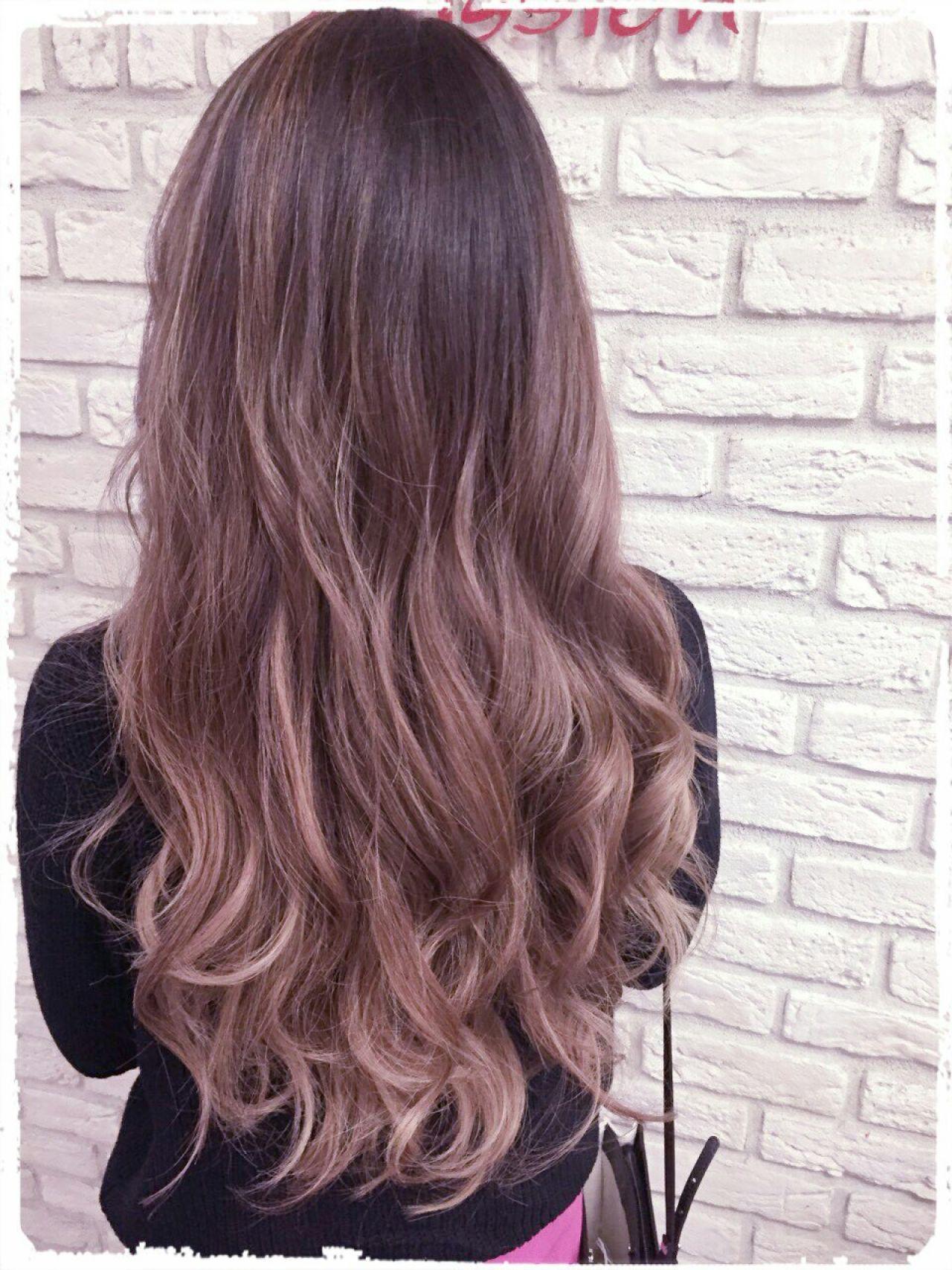 アッシュ 外国人風 モーブ グラデーションカラーヘアスタイルや髪型の写真・画像