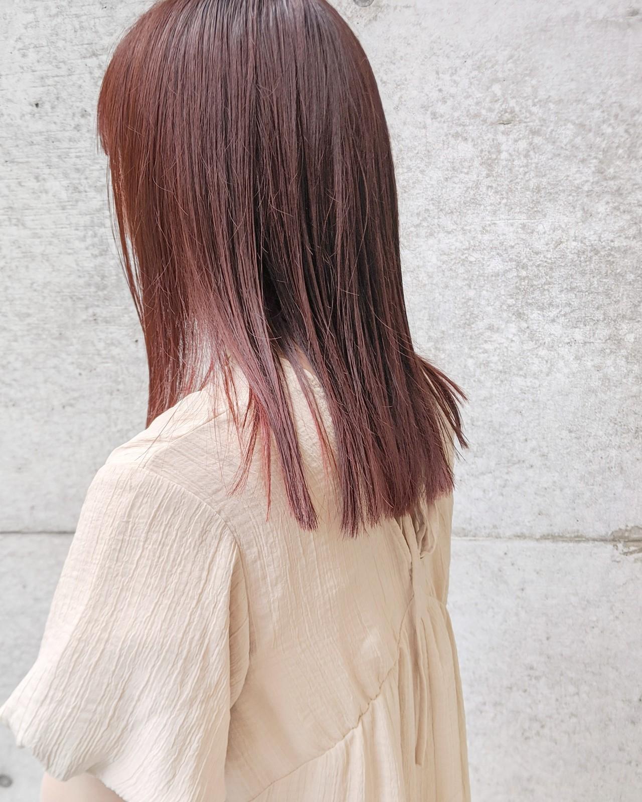 ロブ ナチュラル チェリーレッド 切りっぱなしヘアスタイルや髪型の写真・画像