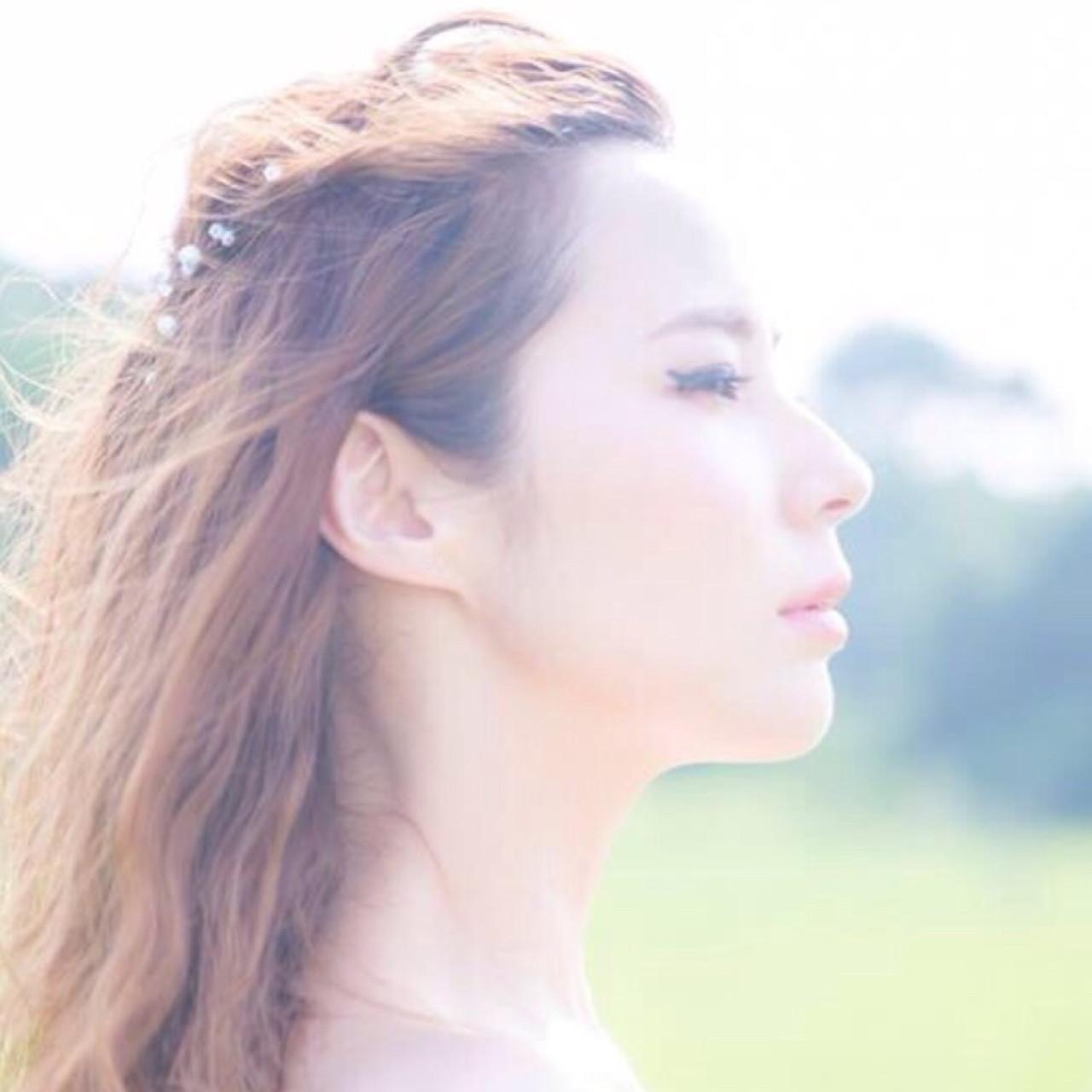 ハーフアップ 花嫁 セミロング ナチュラル ヘアスタイルや髪型の写真・画像 | ayano ura / hairmakeFULL