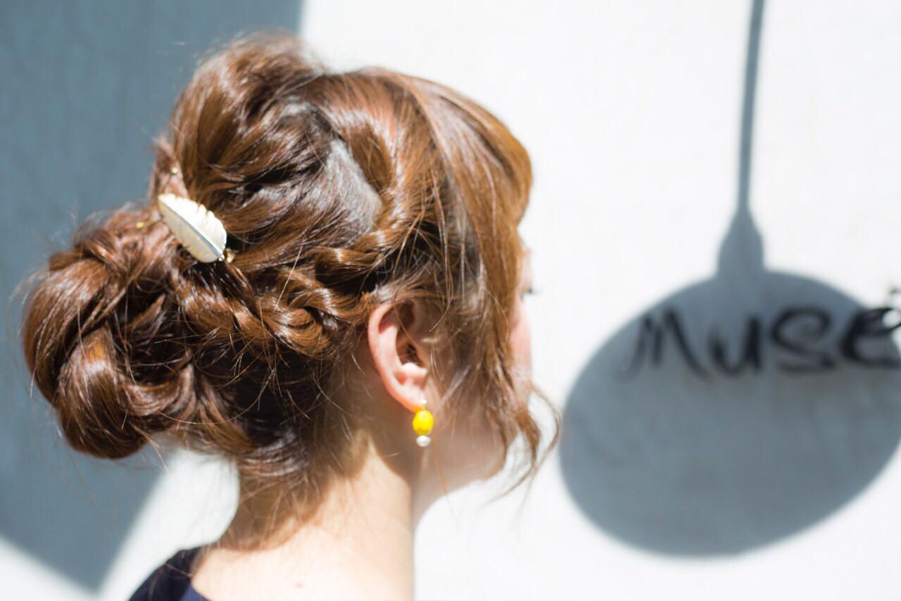 簡単ヘアアレンジ ロング パーマ 大人かわいい ヘアスタイルや髪型の写真・画像   河口 芳美 / Musee井田