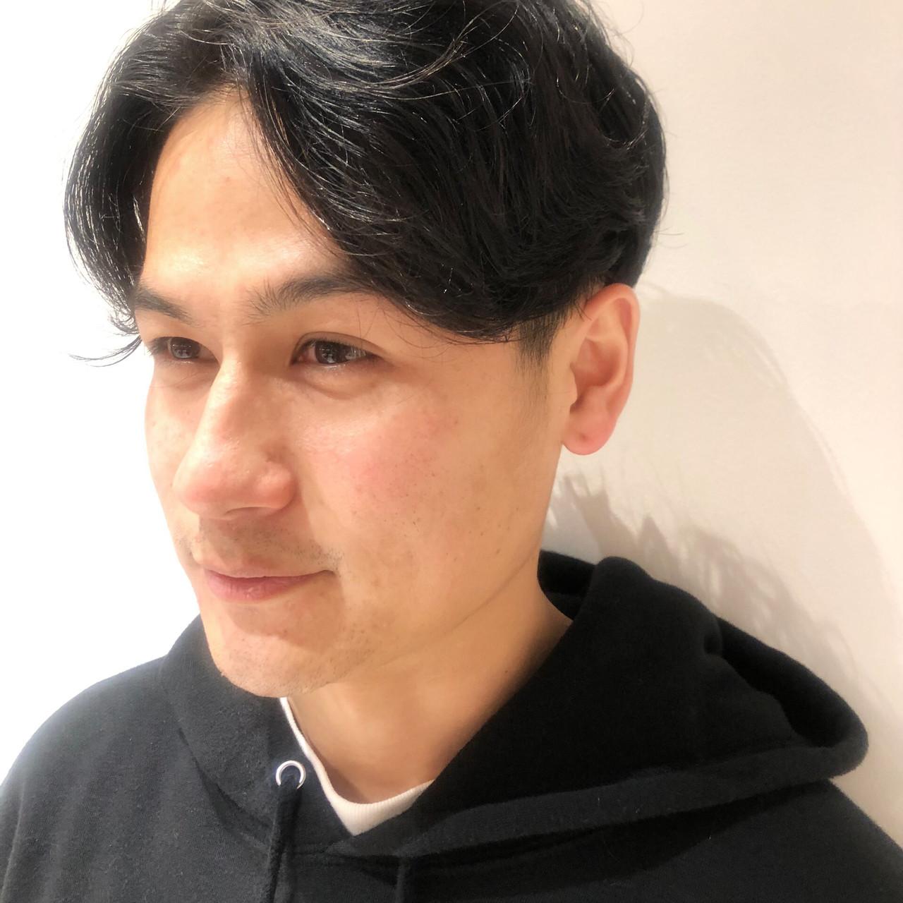 メンズパーマ メンズ センターパート ナチュラル ヘアスタイルや髪型の写真・画像 | 小野菜津美 / GO TODAY SHAiRE SALON 渋谷モディ店