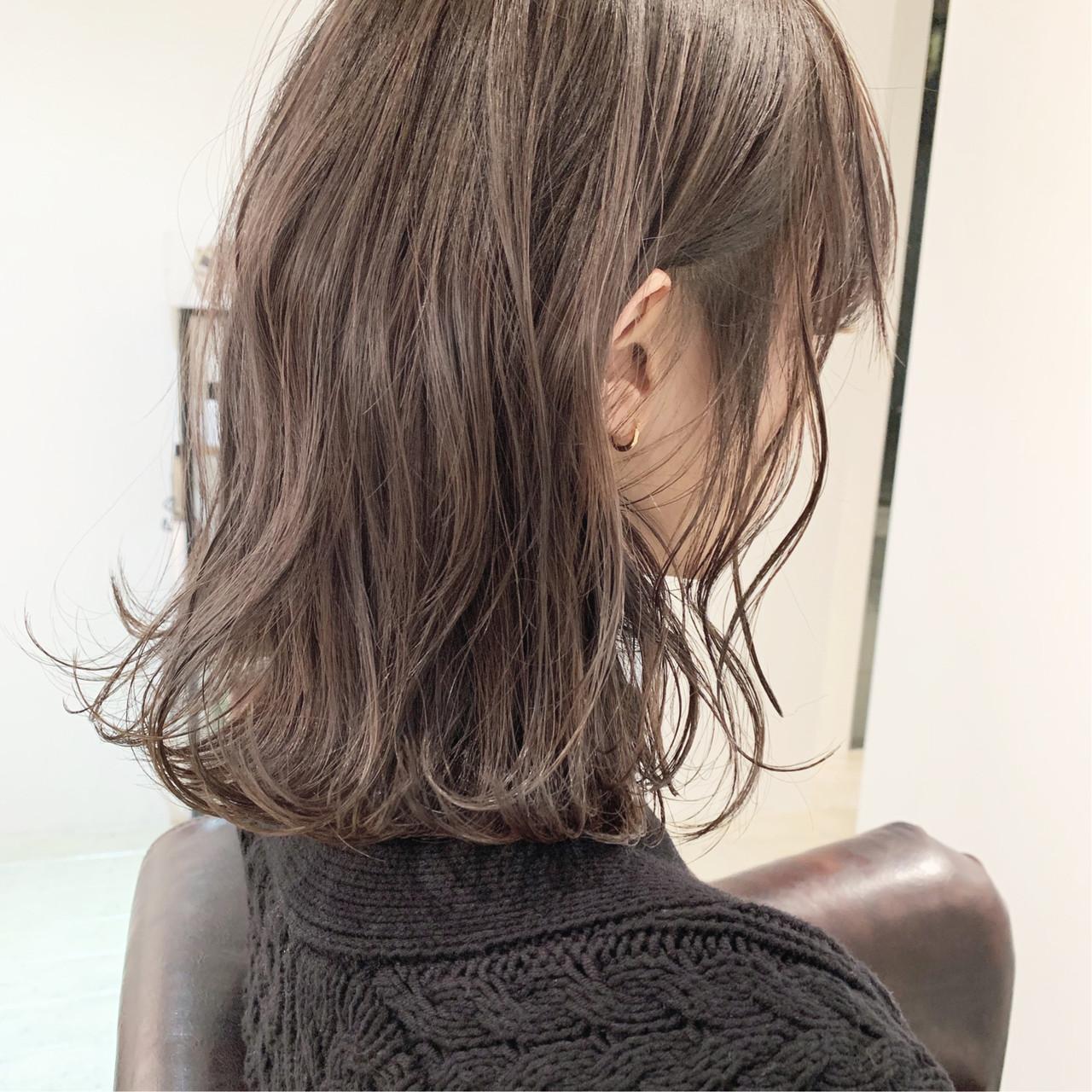 ミルクティーグレージュ ミディアム 簡単ヘアアレンジ 切りっぱなしボブヘアスタイルや髪型の写真・画像