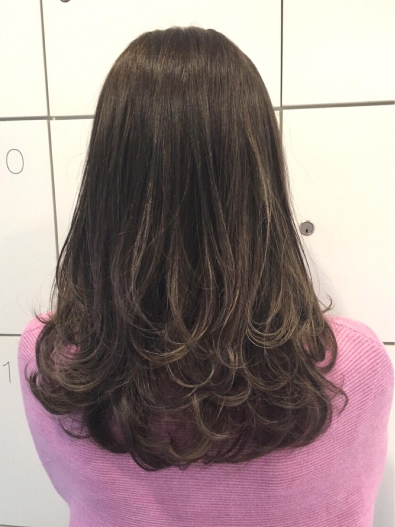 ストリート アッシュグレージュ アッシュグレー セミロングヘアスタイルや髪型の写真・画像