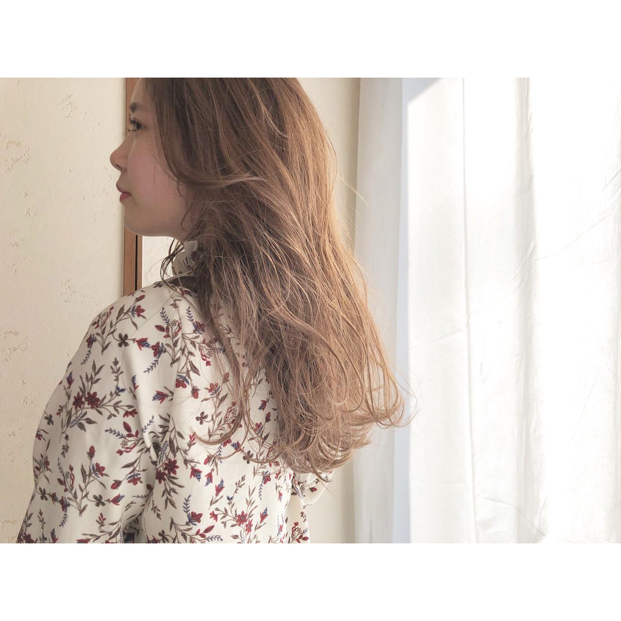 ミルクティーブラウン 結婚式 ロング ナチュラル ヘアスタイルや髪型の写真・画像   森下佳哲 / lufun hair design