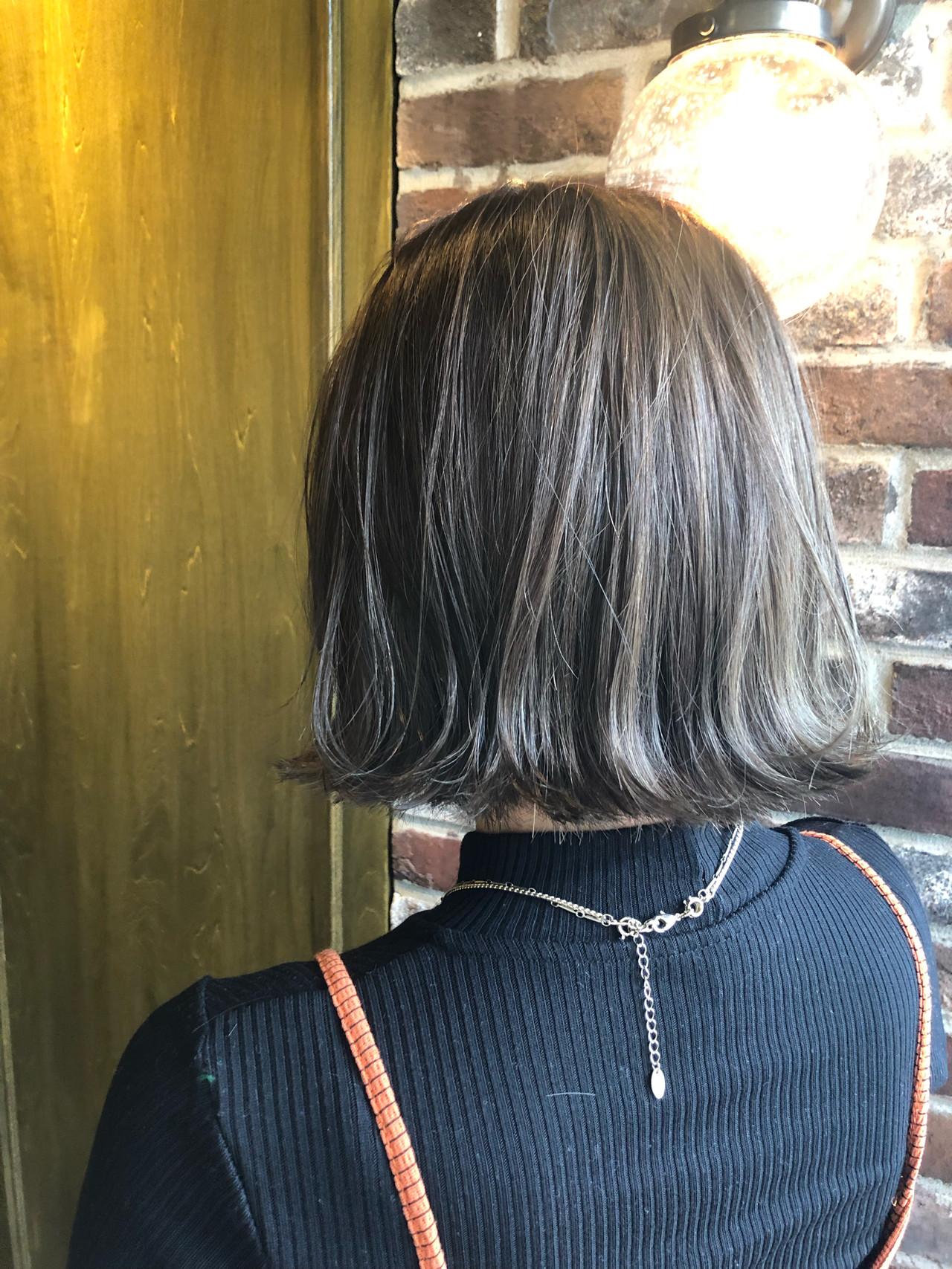 3Dハイライト アッシュグレー ボブ 切りっぱなしボブヘアスタイルや髪型の写真・画像