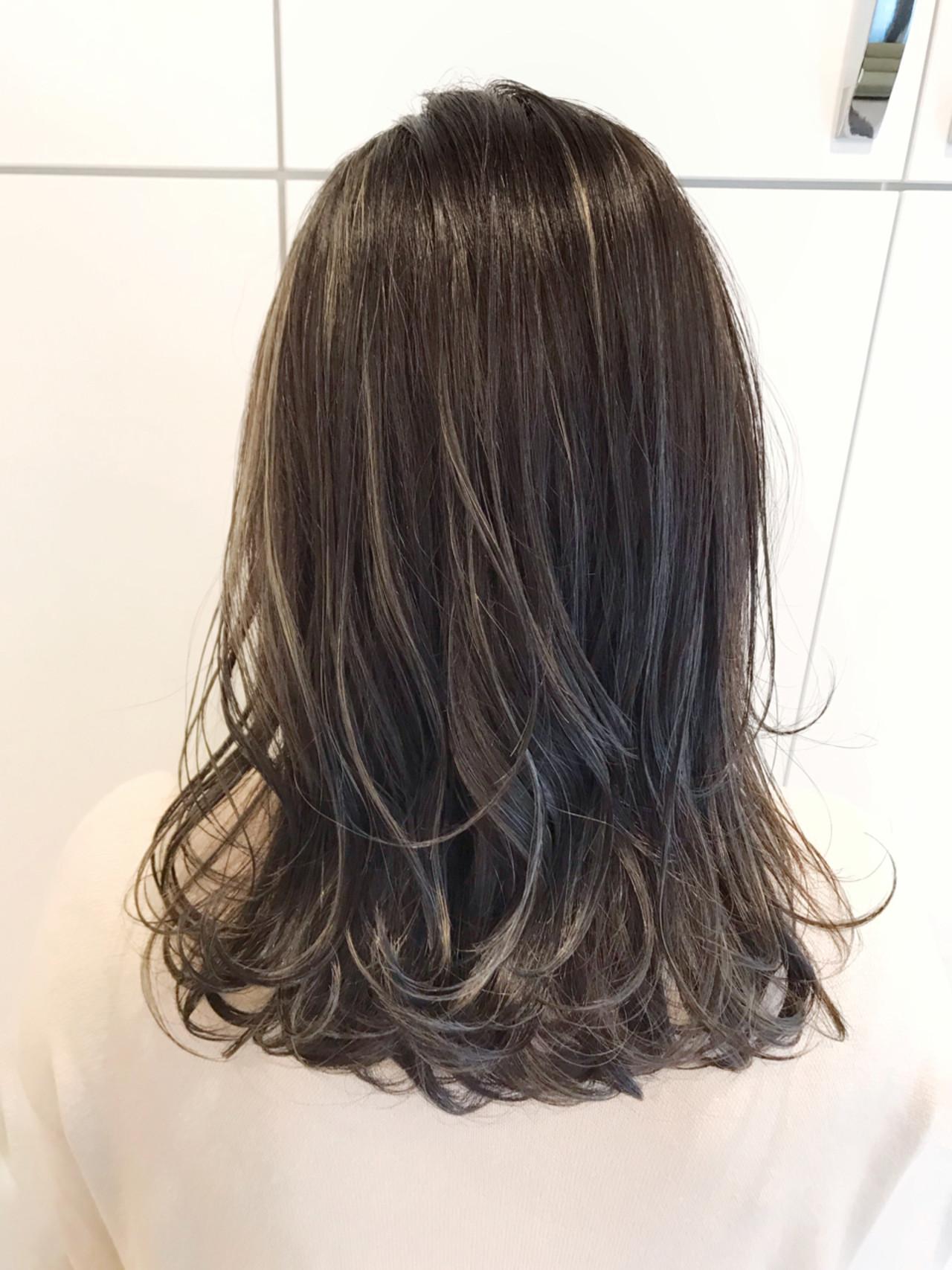外国人風 ハイライト ゆるふわ セミロングヘアスタイルや髪型の写真・画像