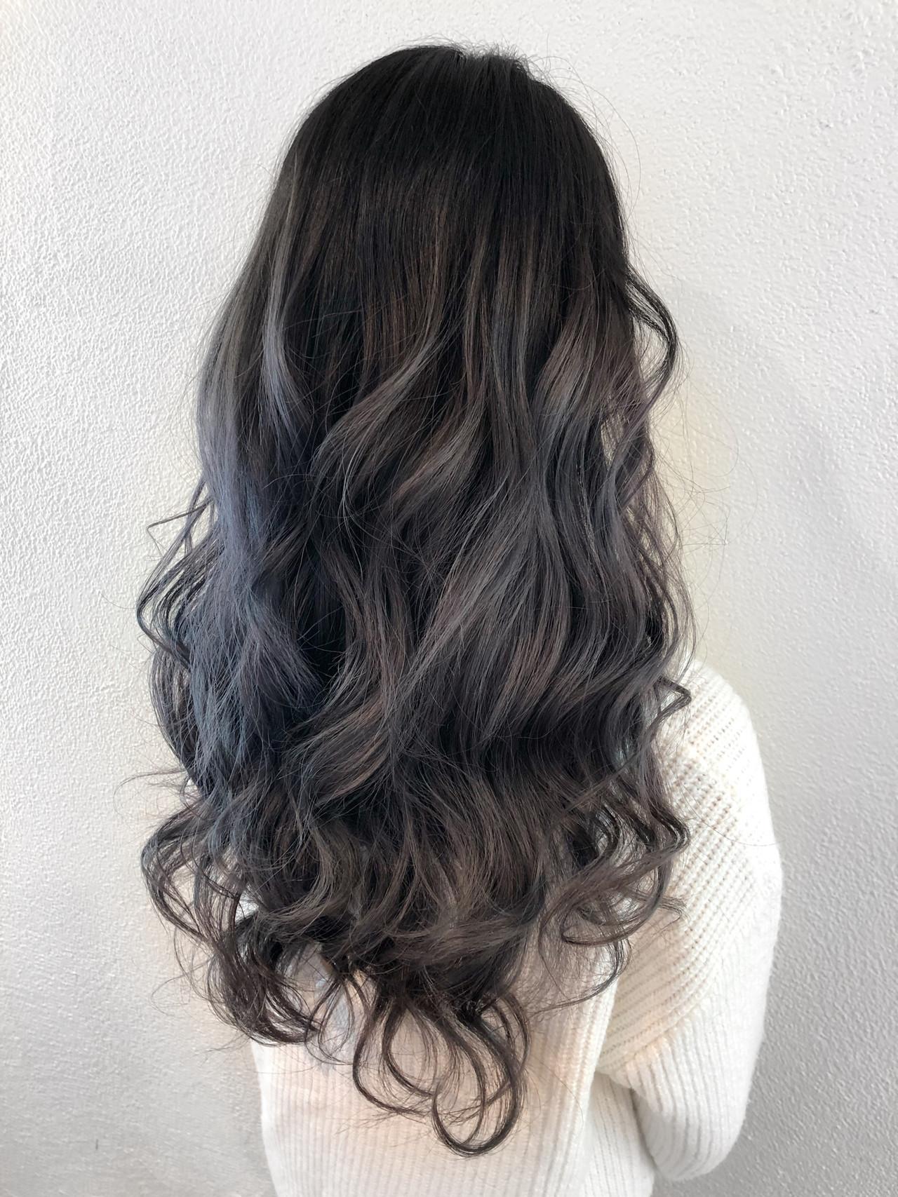 ヨシン巻き ラベンダー ロング グレージュヘアスタイルや髪型の写真・画像