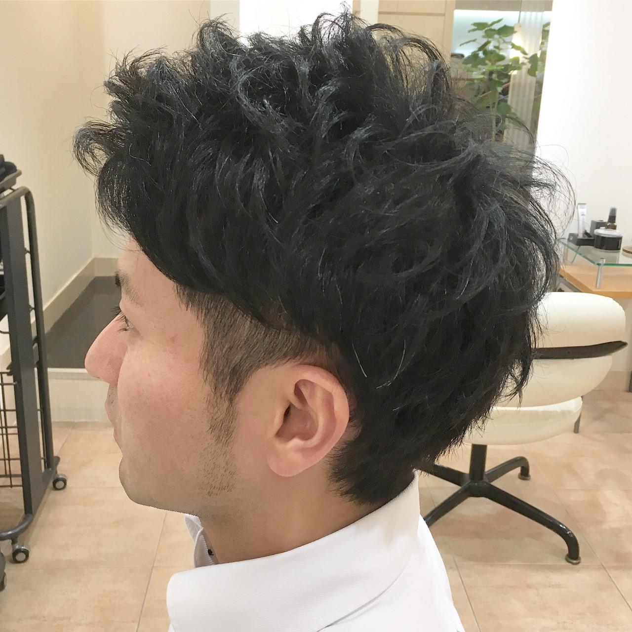 ナチュラル 刈り上げ アップバング メンズヘアスタイルや髪型の写真・画像