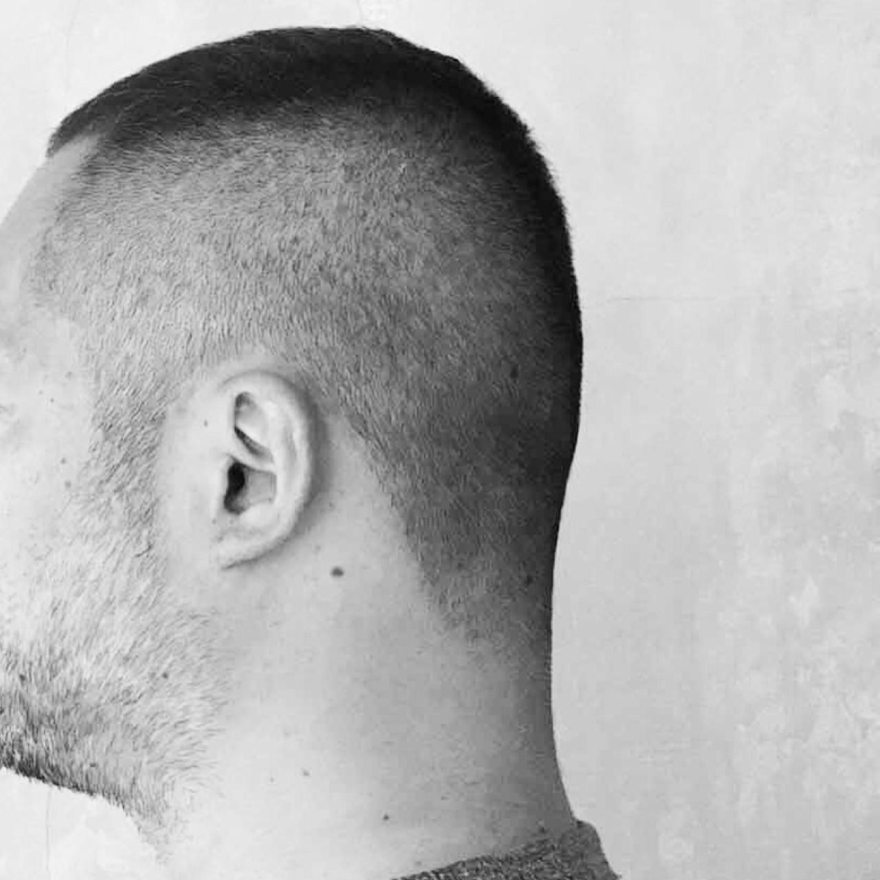 刈り上げ 黒髪 ボーイッシュ 暗髪ヘアスタイルや髪型の写真・画像