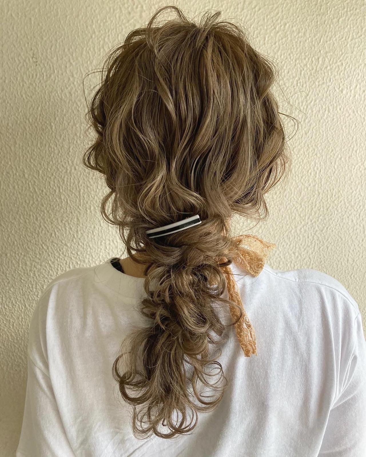 ガーリー ポニーテール ハイトーンカラー インナーカラー ヘアスタイルや髪型の写真・画像