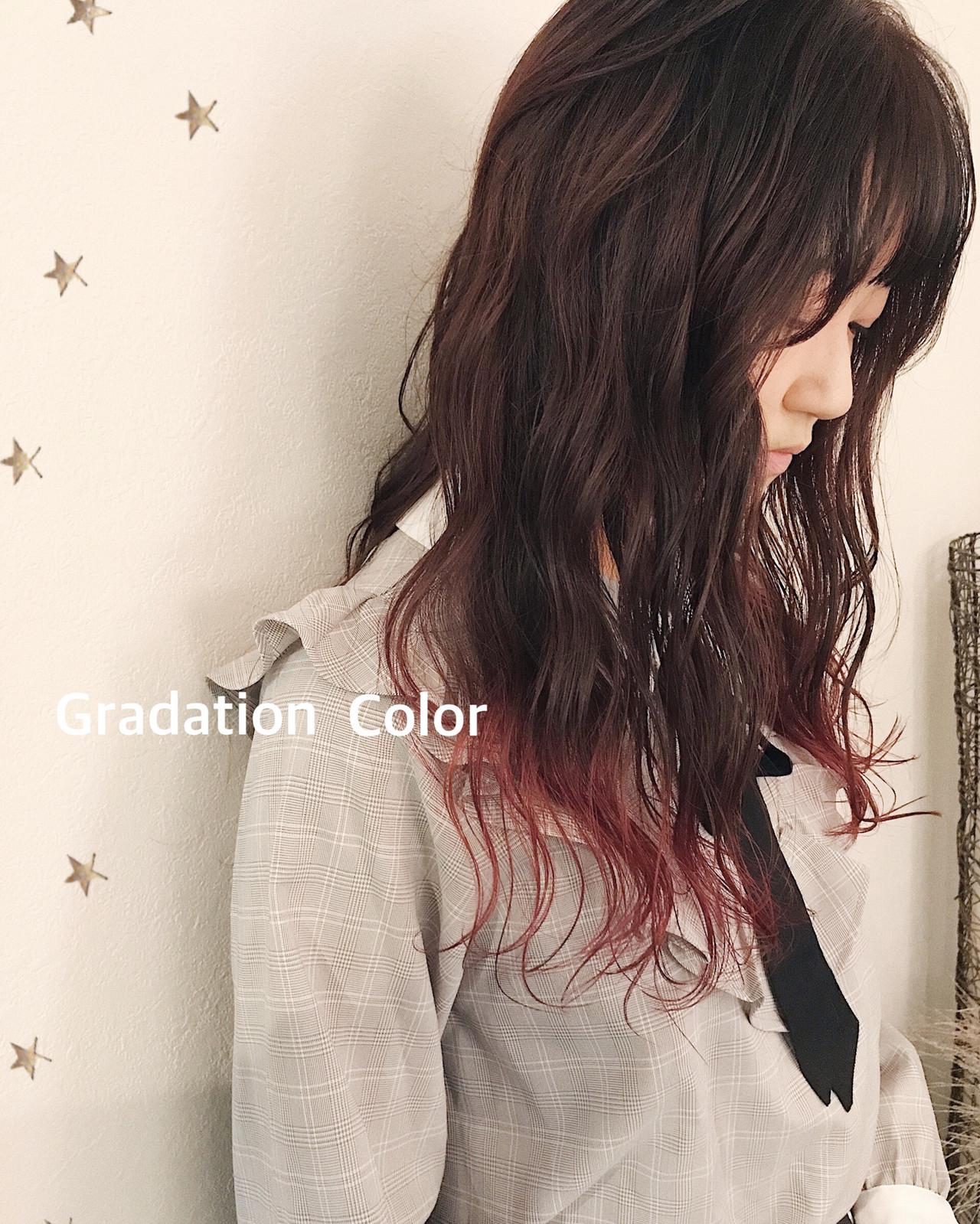 ロング グラデーションカラー ストリート ピンクヘアスタイルや髪型の写真・画像