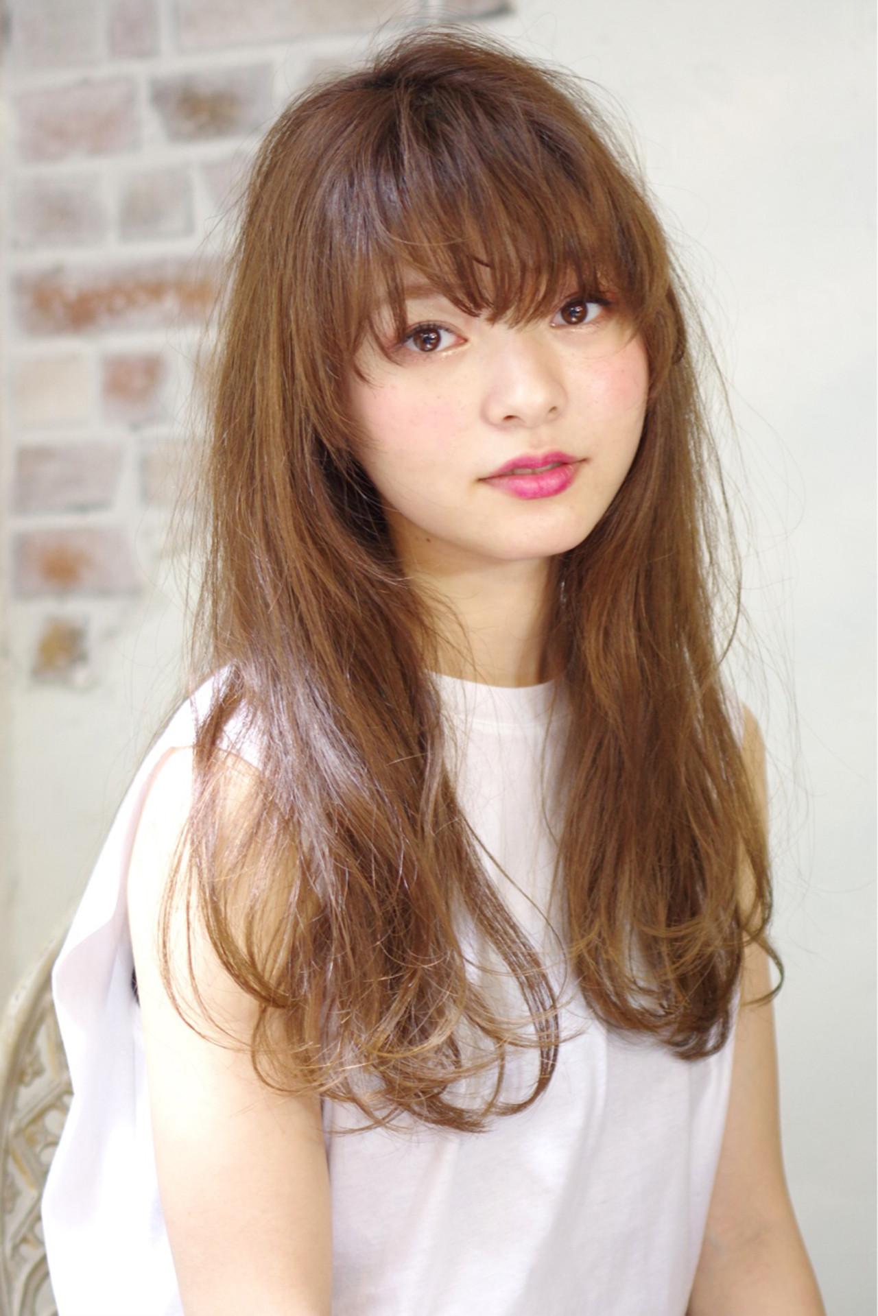 外国人風 前髪あり ロング ナチュラルヘアスタイルや髪型の写真・画像