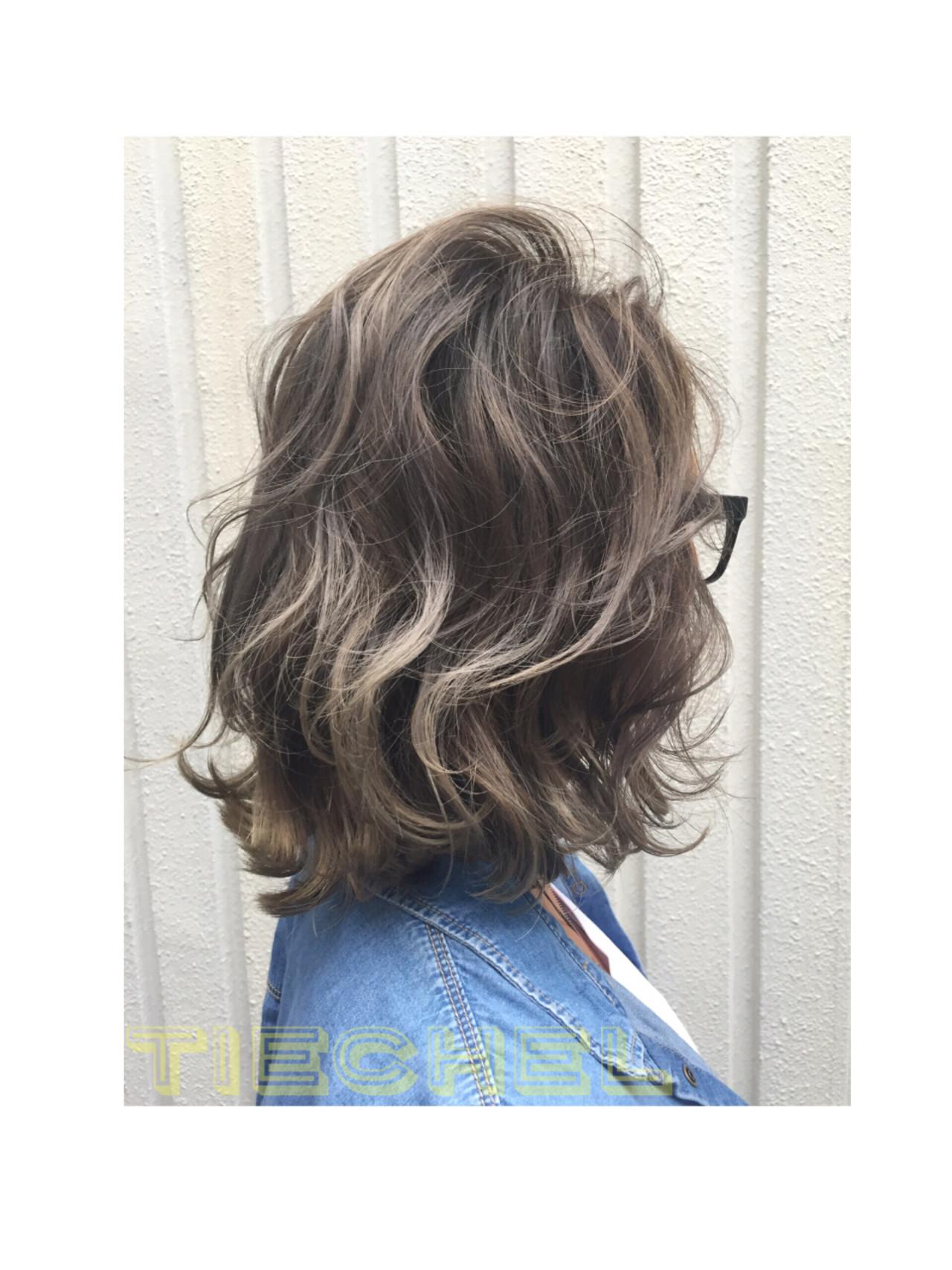 ウェーブ ミディアム 外国人風カラー グラデーションカラー ヘアスタイルや髪型の写真・画像 | ヨシタニヨシアキ / TIECHEL