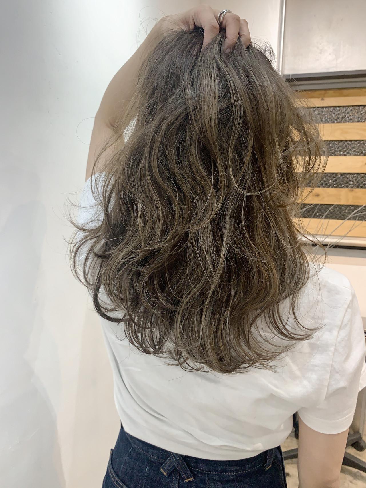 ベージュ グラデーション アッシュベージュ ストリート ヘアスタイルや髪型の写真・画像 | 内山 俊平【C・crew】 / C・crew