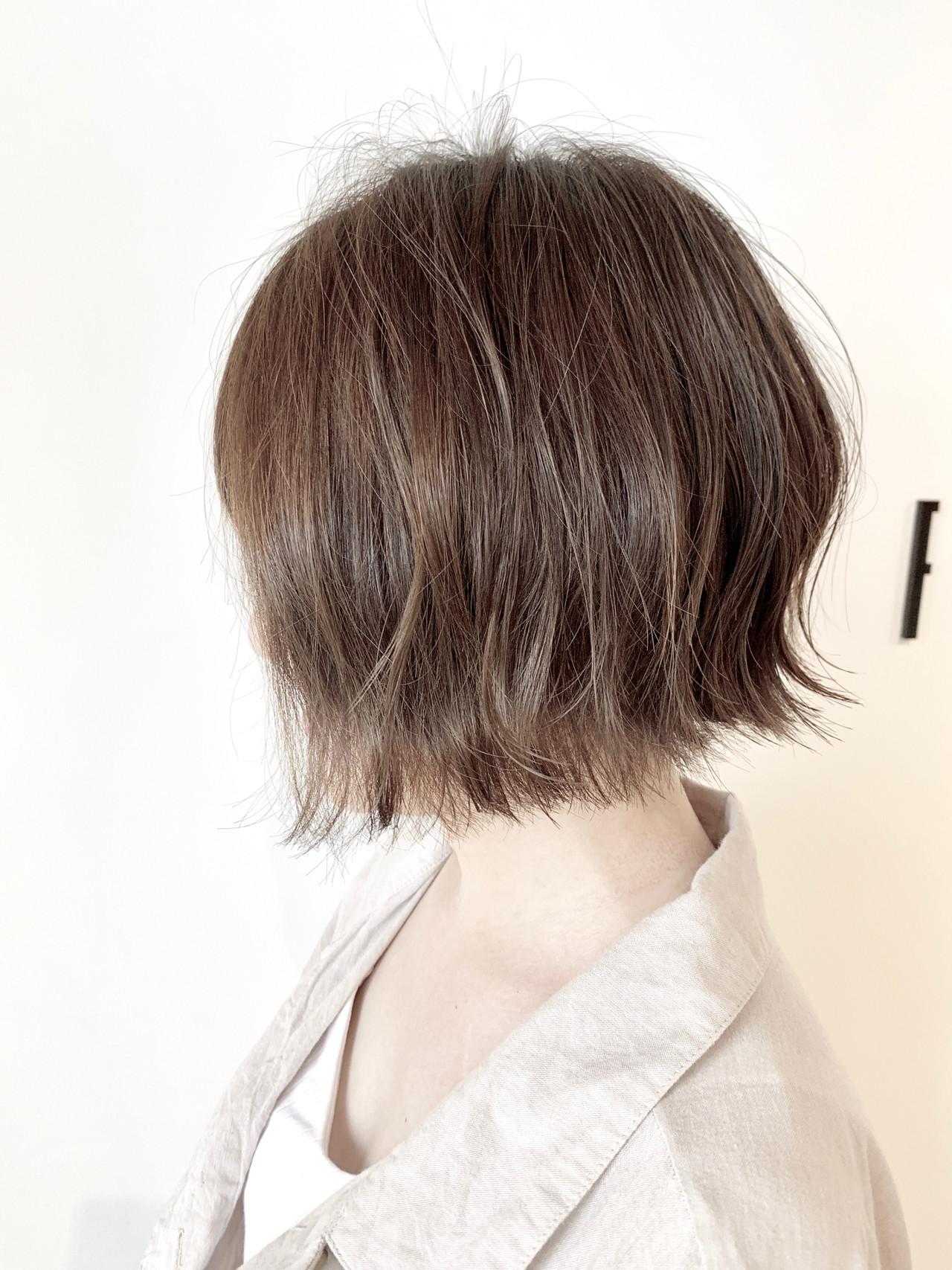 カーキアッシュ ショートボブ フェミニン 大人可愛い ヘアスタイルや髪型の写真・画像 | 村上 駿 / FRAMES hair design