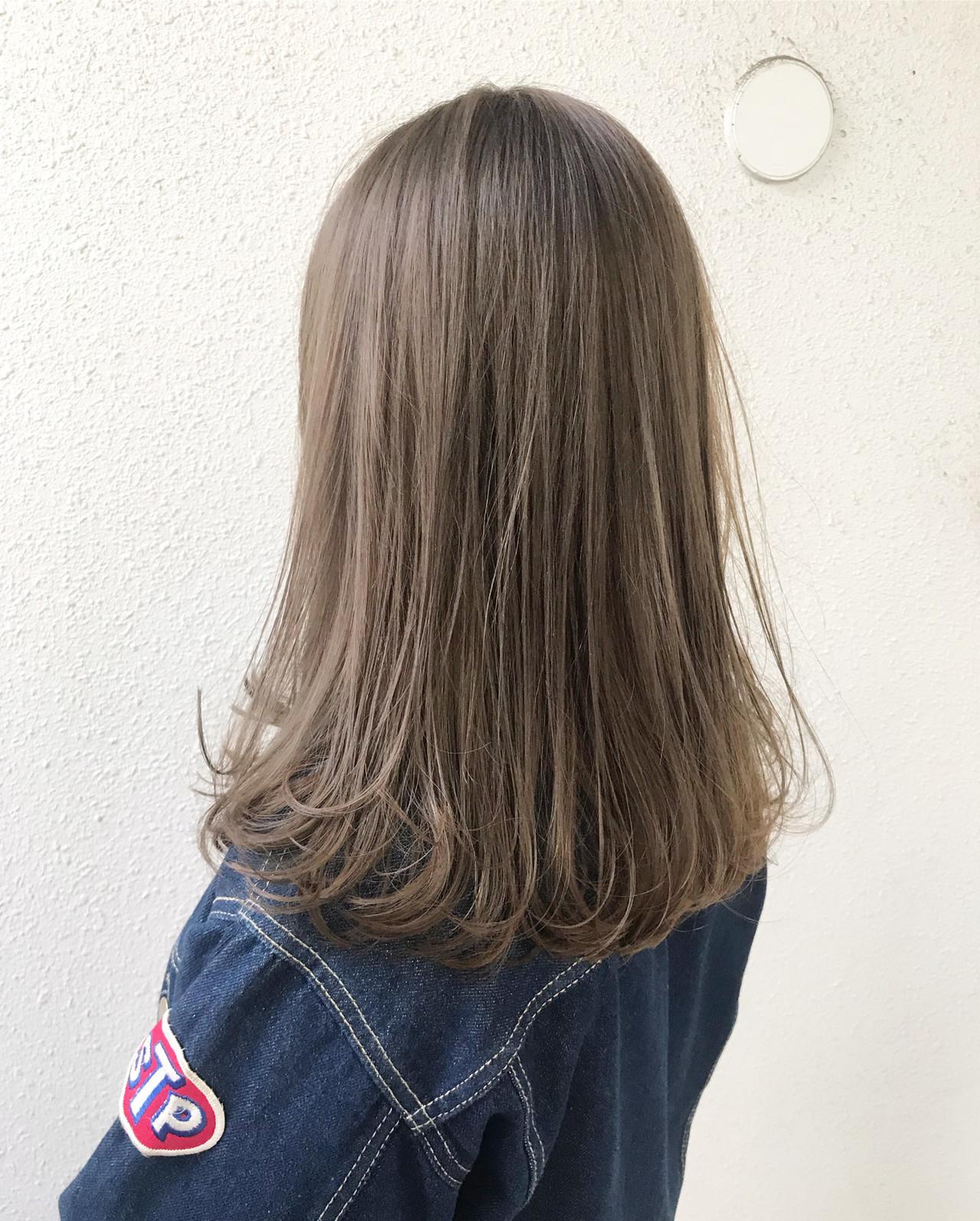 グレージュ ナチュラル 外国人風カラー オフィス ヘアスタイルや髪型の写真・画像   ヤマモト徹 / CHERIE hair design