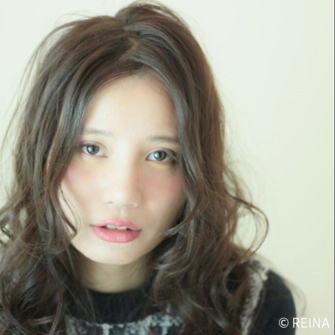 ブラウン 暗髪 ナチュラル フェミニン ヘアスタイルや髪型の写真・画像   REINA /