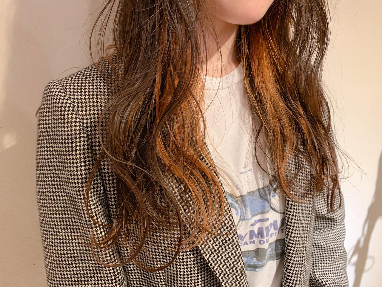 オレンジベージュ ミルクティーベージュ インナーカラー ナチュラル ヘアスタイルや髪型の写真・画像