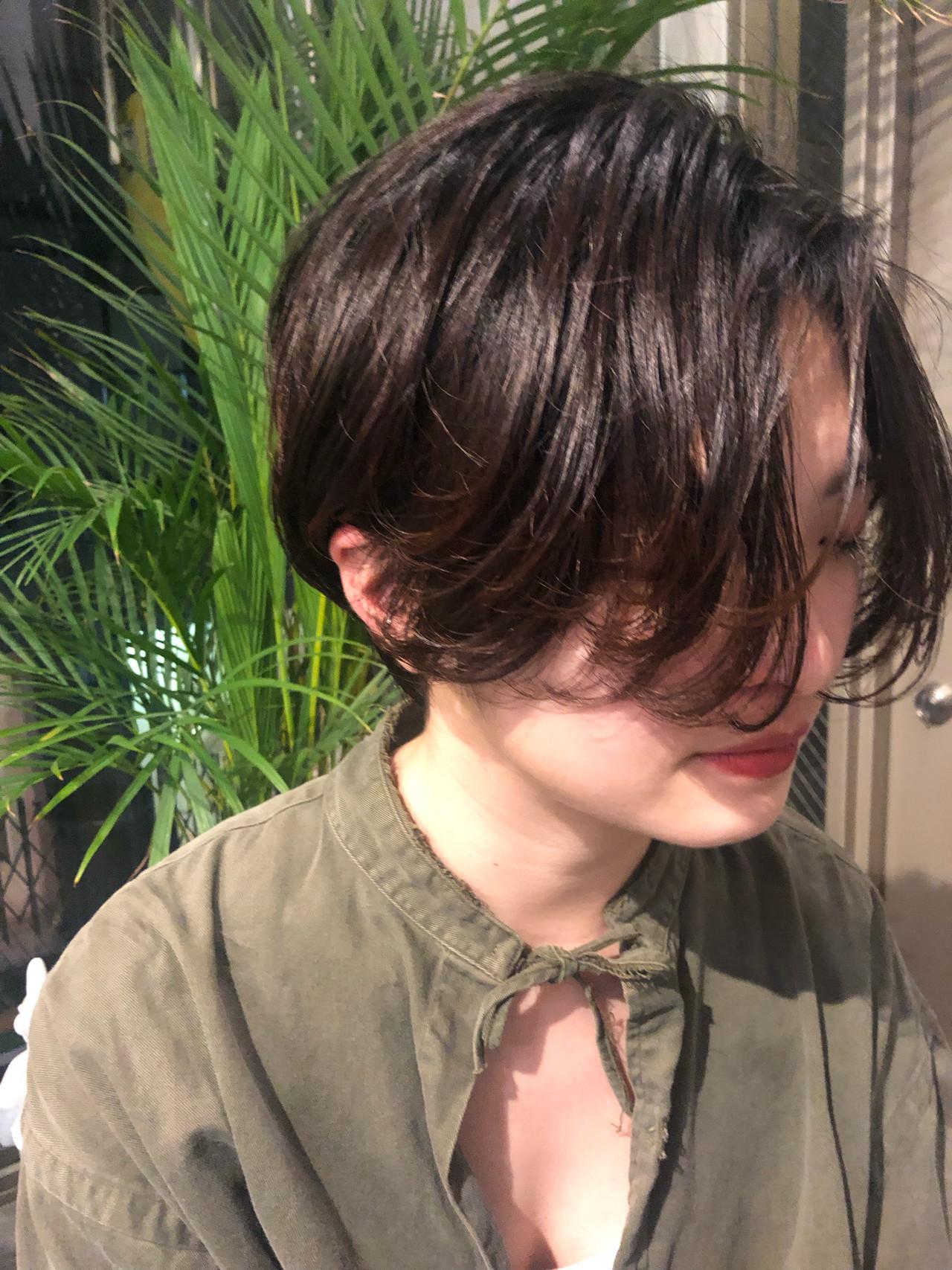 ミニボブ ショートヘア ナチュラル 切りっぱなしボブヘアスタイルや髪型の写真・画像