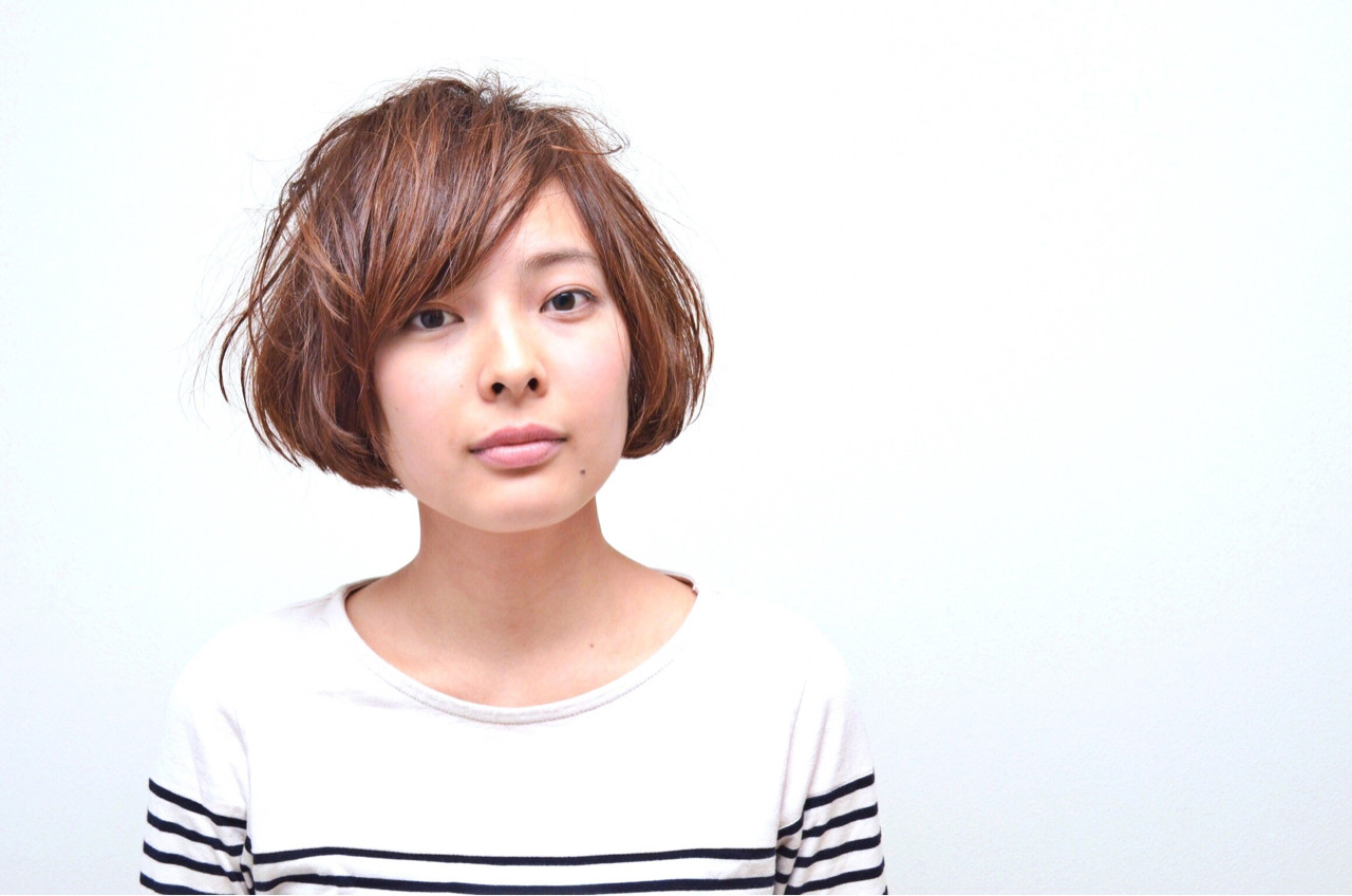 小顔 ショート ナチュラル ニュアンスヘアスタイルや髪型の写真・画像