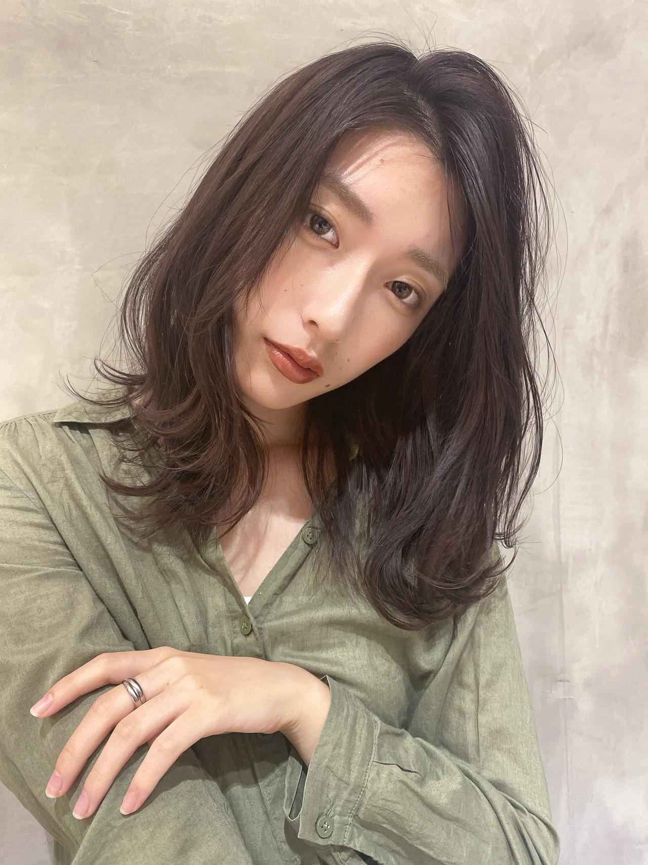 大人女子 ミディアムレイヤー エレガント 大人可愛い ヘアスタイルや髪型の写真・画像