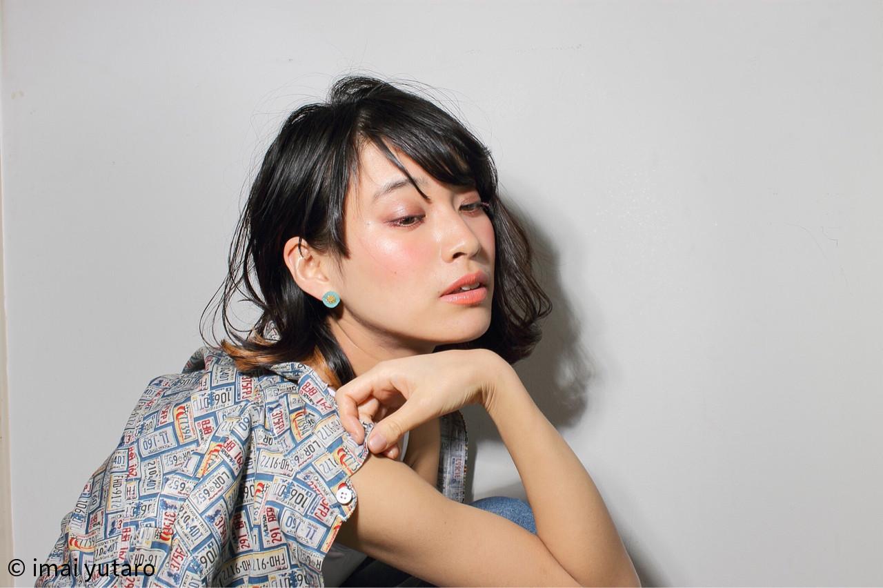 外国人風 外ハネ 黒髪 アッシュ ヘアスタイルや髪型の写真・画像 | imai yutaro / Aj