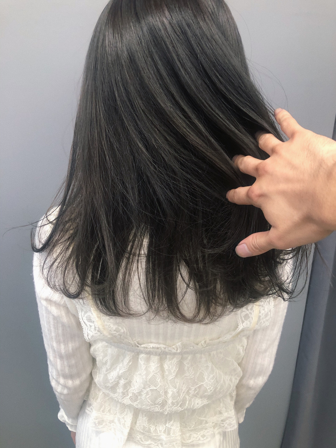 グレージュ 暗髪 フェミニン 就活ヘアスタイルや髪型の写真・画像