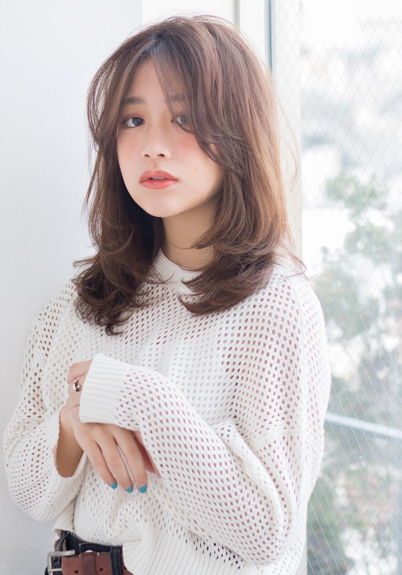 セミロング センターパート ナチュラルブラウンカラー うざバング ヘアスタイルや髪型の写真・画像 | natsuki /