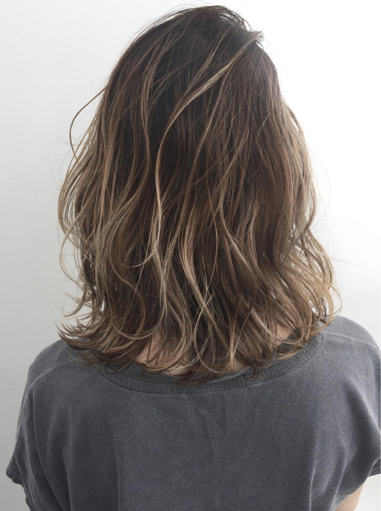 ボブ グレージュ 外国人風 ハイライトヘアスタイルや髪型の写真・画像