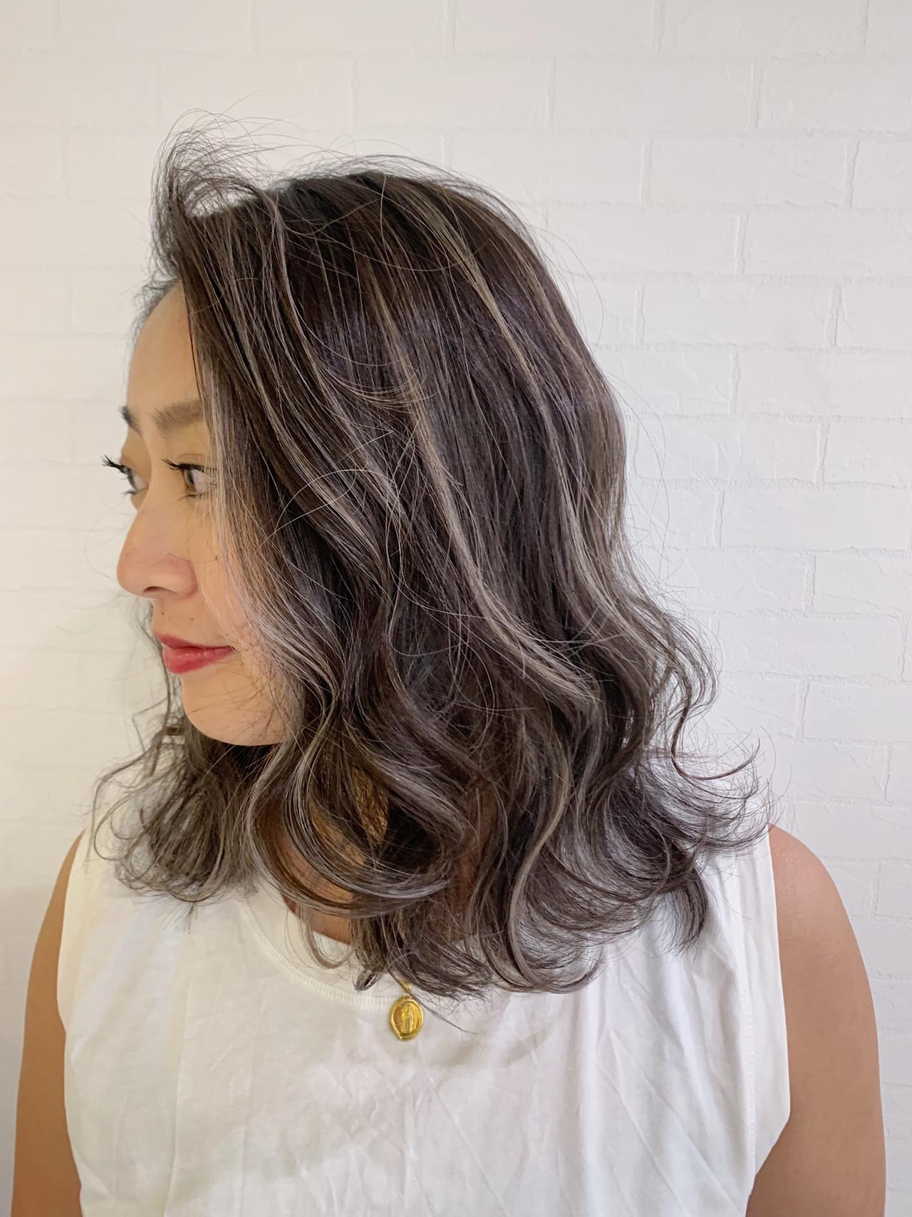 アウトドア オフィス ハイライト ミディアム ヘアスタイルや髪型の写真・画像 | 寺坂 雄飛 / banks hair