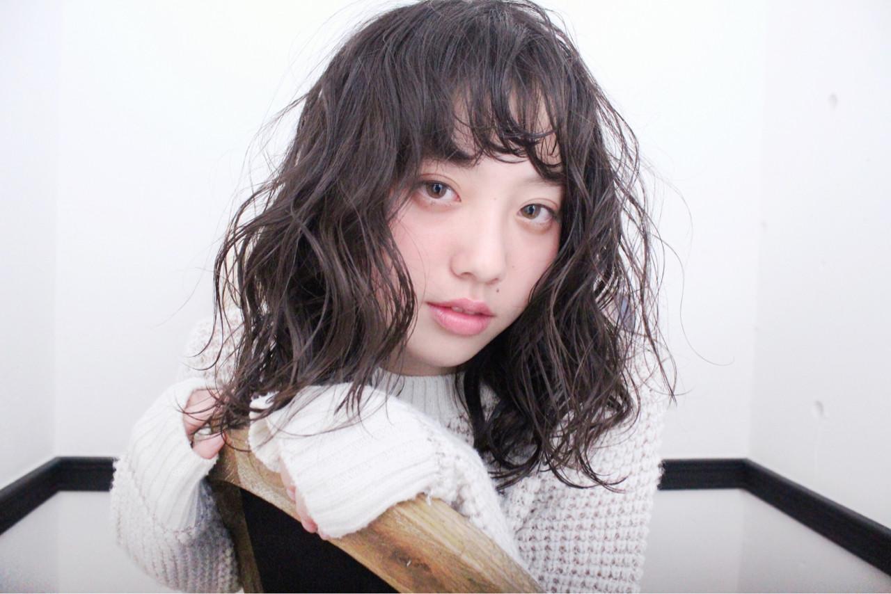 セミロング 外国人風 パーマ ウェーブ ヘアスタイルや髪型の写真・画像   上田智久 / ooit 福岡 天神 / ooit