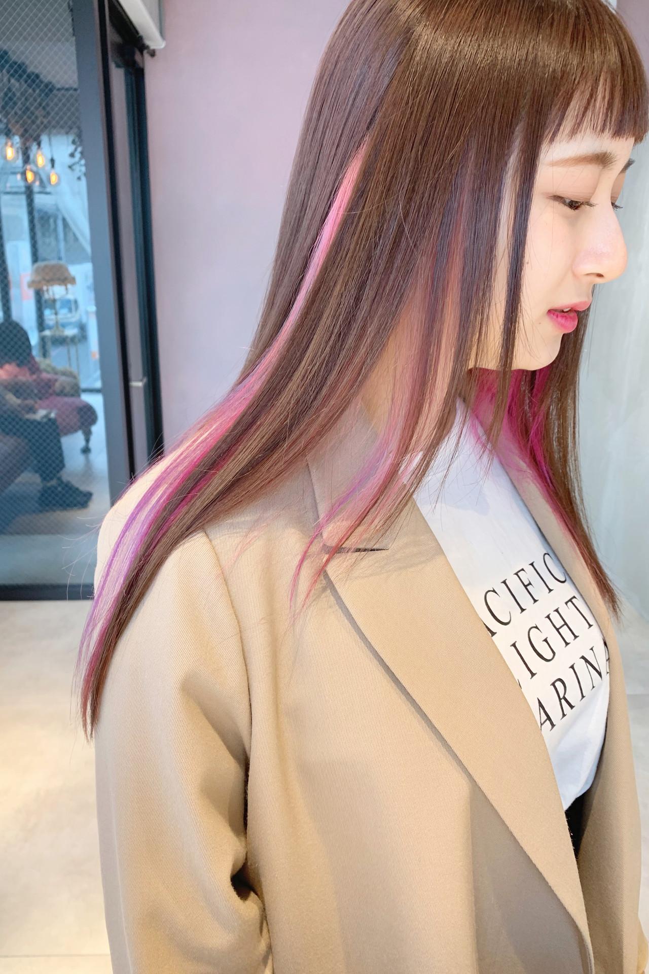 インナーピンク 大人ロング インナーカラー 大人かわいい ヘアスタイルや髪型の写真・画像